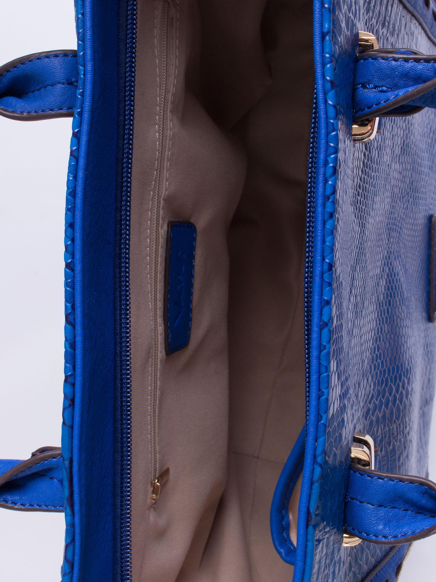 Niebieska torba shopper bag z wzorem skóry węża                                  zdj.                                  4