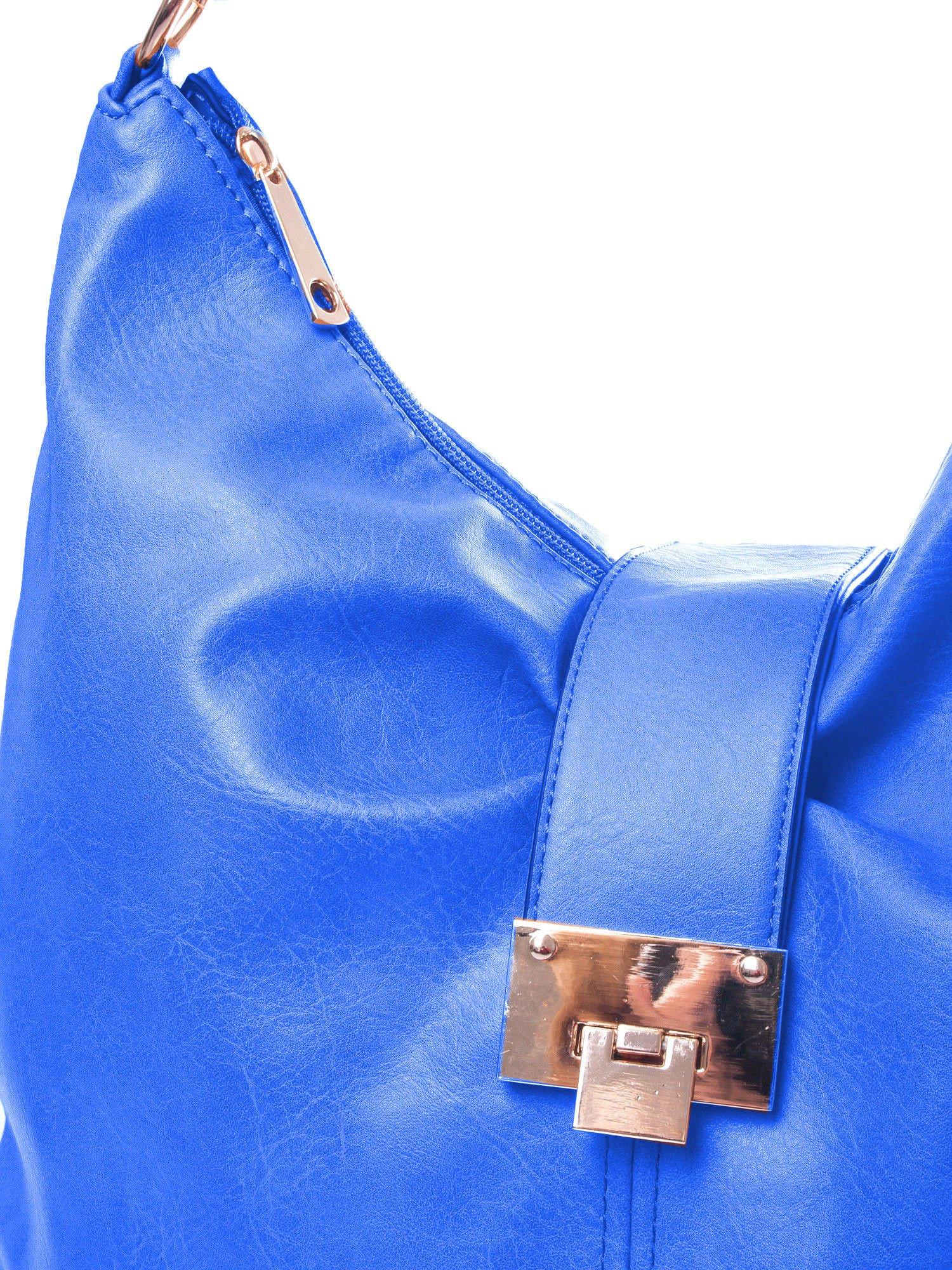 Niebieska torebka hobo z zapięciem                                  zdj.                                  3