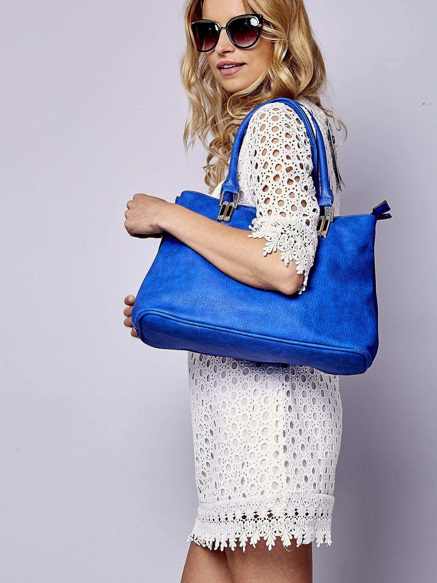 Niebieska torebka ze złotymi okuciami z kryształkami                                  zdj.                                  6