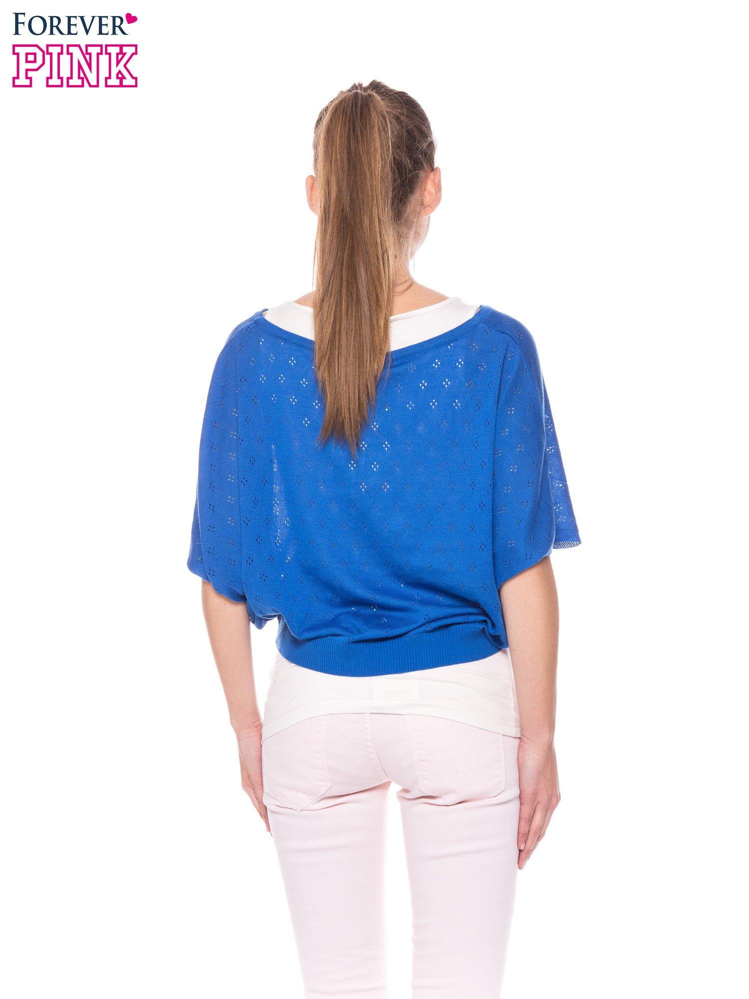 Niebieski ażurowy sweterek z krótkim rękawem                                  zdj.                                  4
