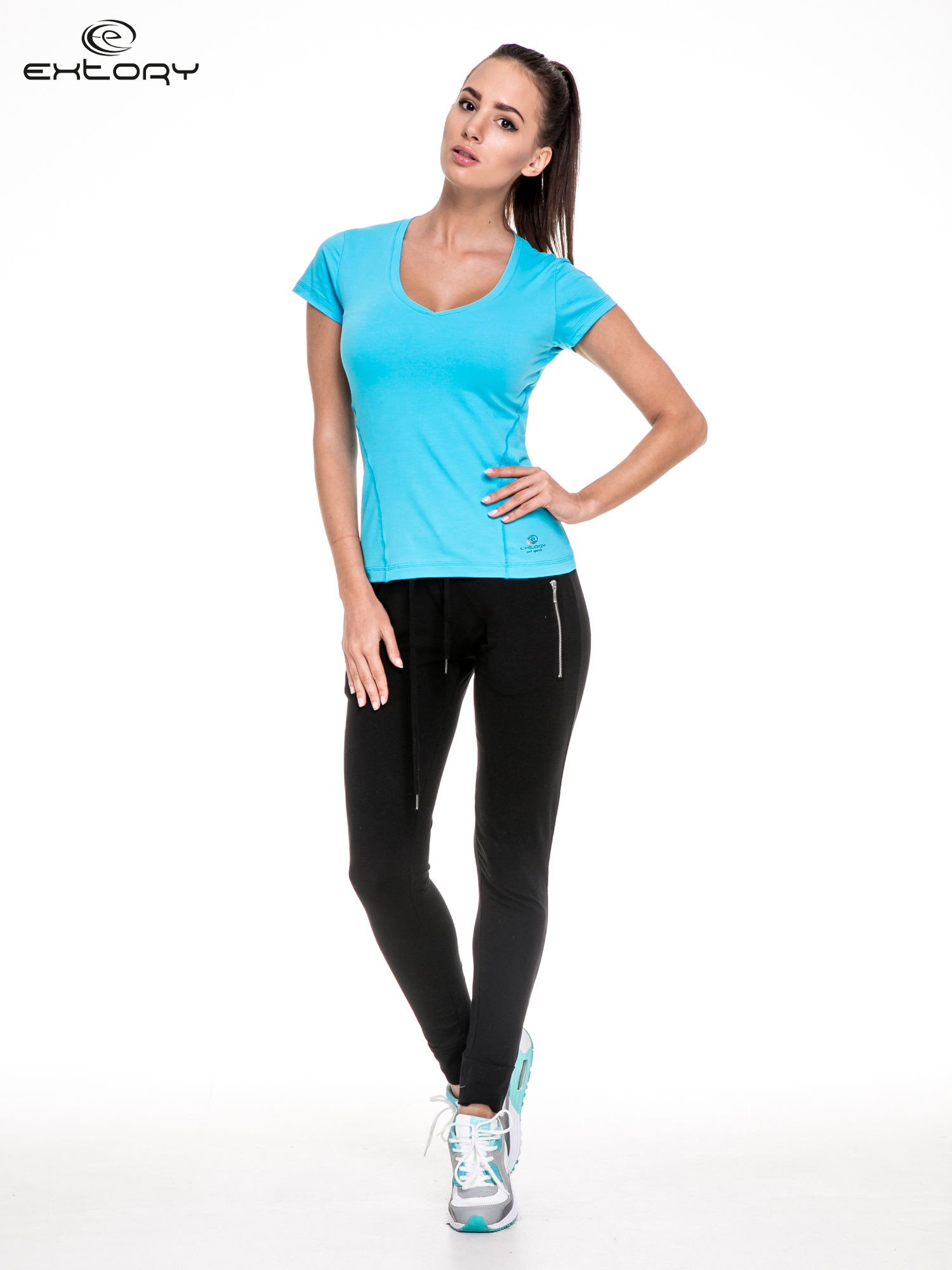 Niebieski damski t-shirt sportowy z modelującymi przeszyciami                                  zdj.                                  2