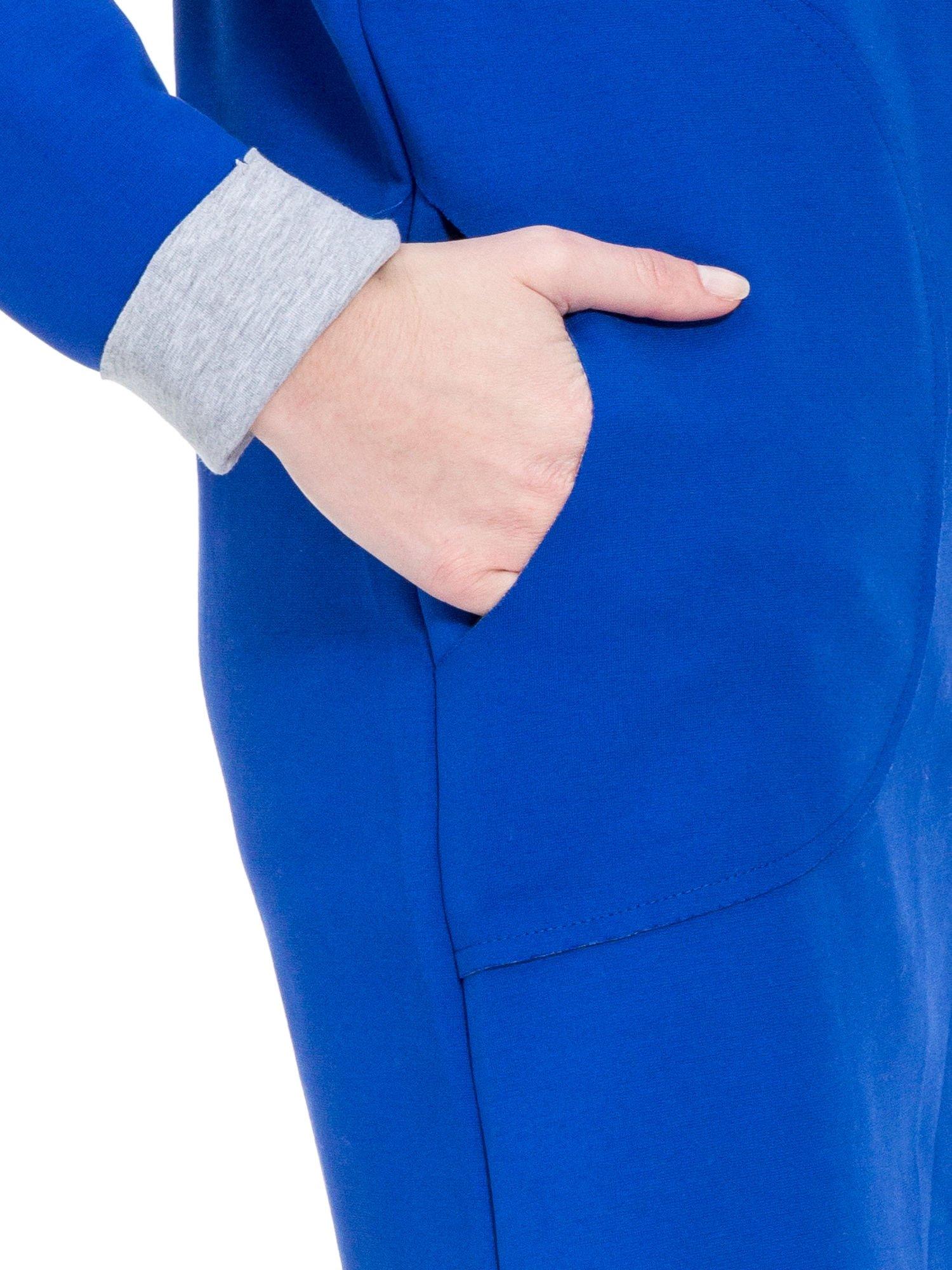 Niebieski dresowy płaszcz oversize z kapturem                                  zdj.                                  6