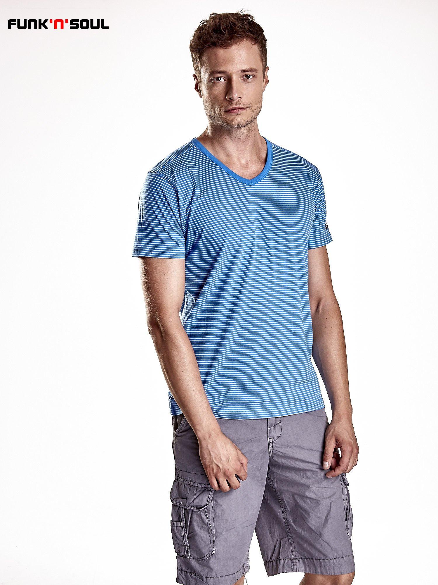 Niebieski klasyczny t-shirt męski w paski Funk n Soul                                  zdj.                                  1
