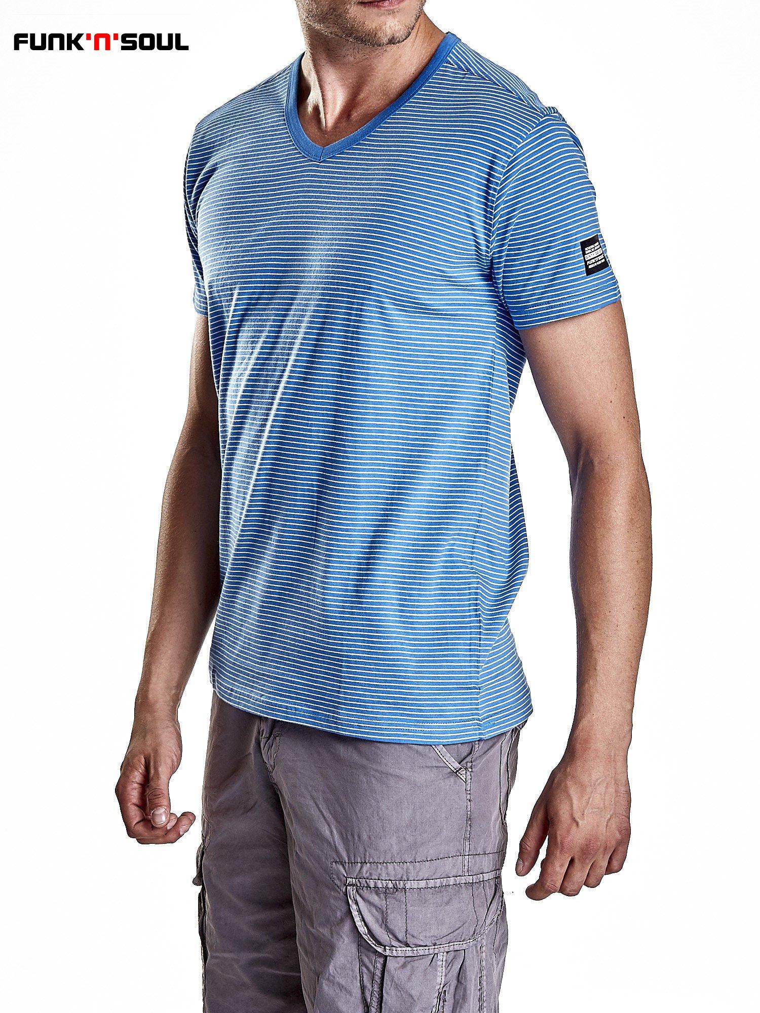 Niebieski klasyczny t-shirt męski w paski Funk n Soul                                  zdj.                                  3