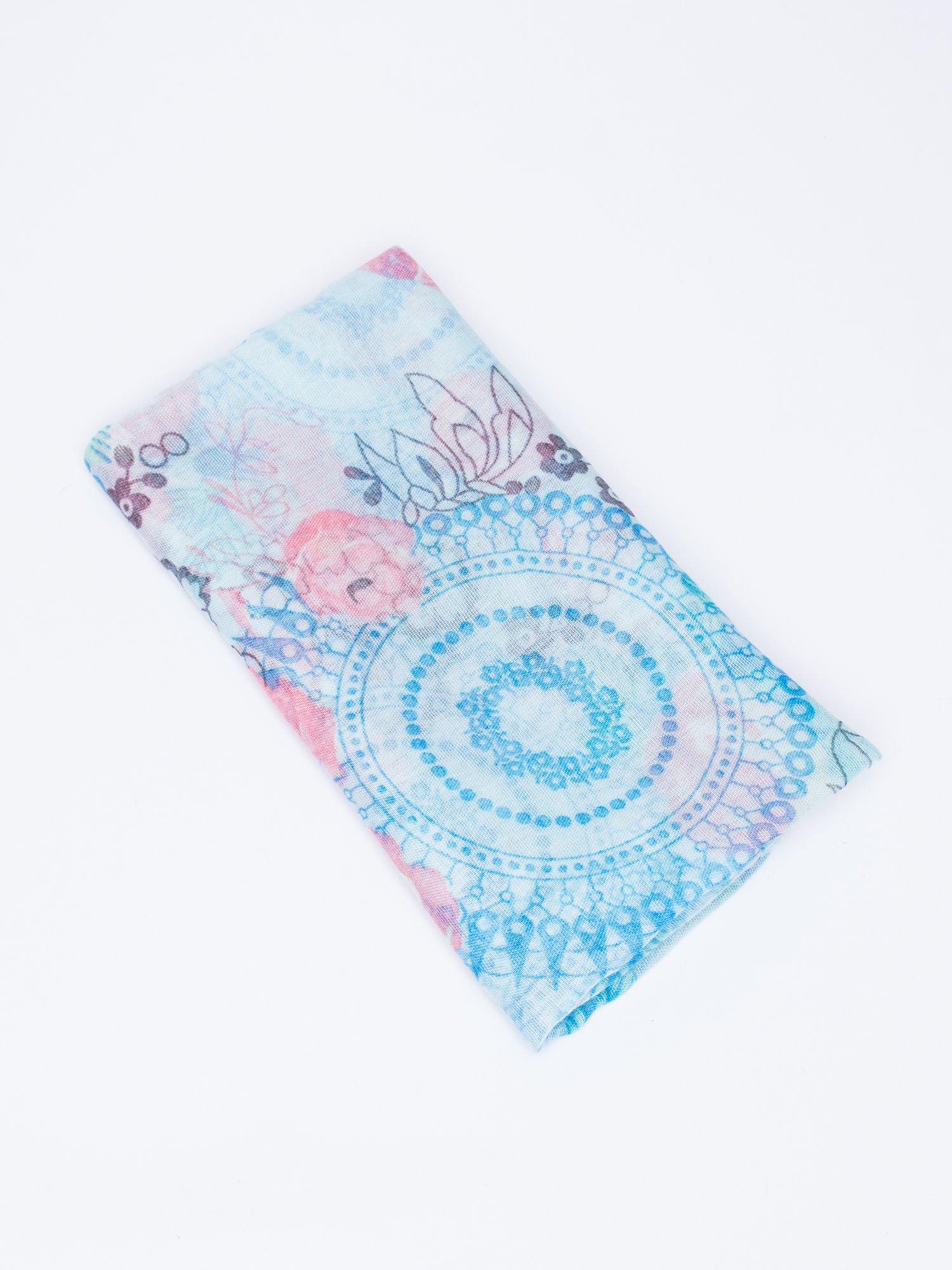 Niebieski komin w kwiaty i orientalny wzór                                  zdj.                                  3