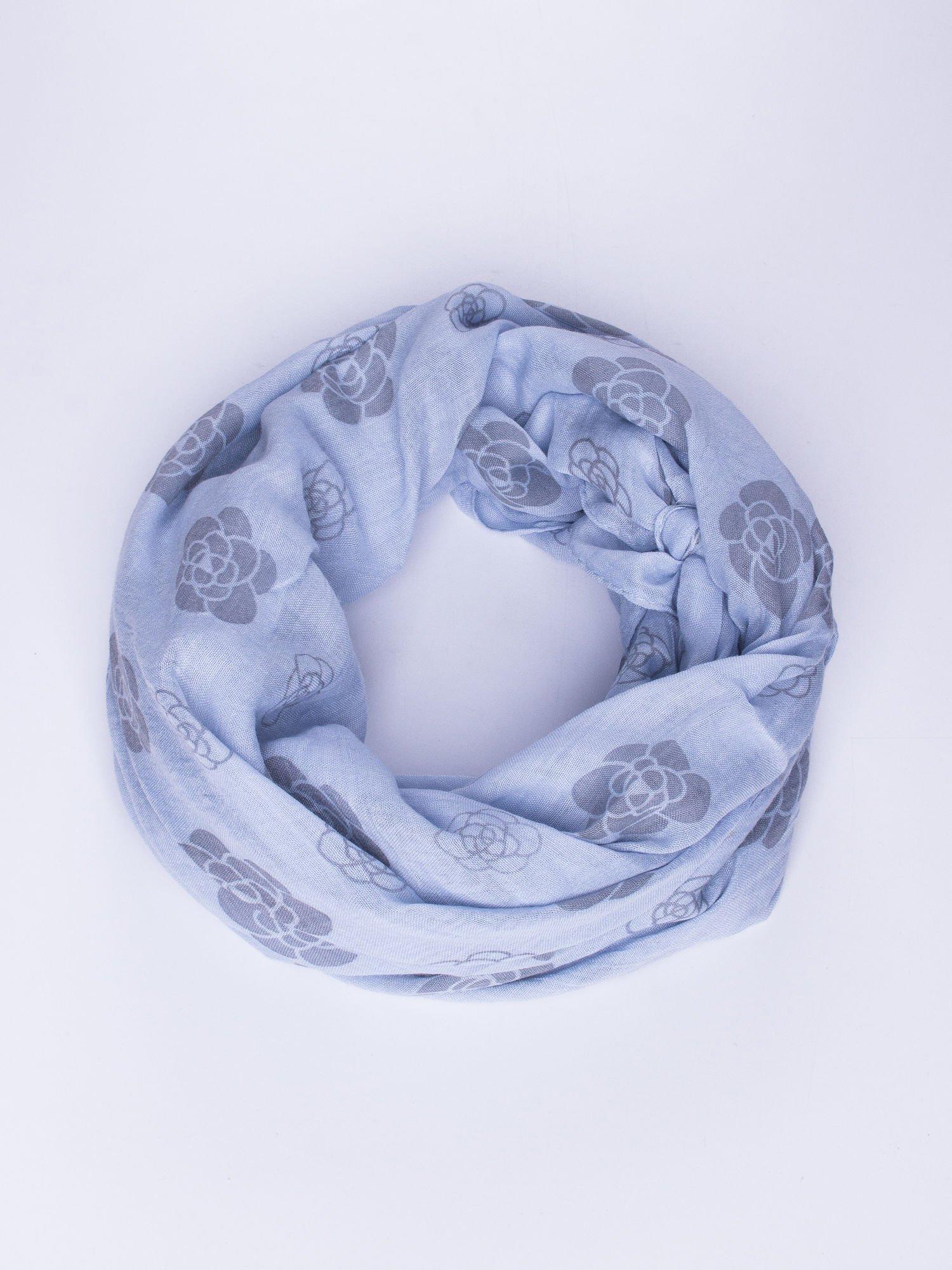 Niebieski lekki szal w kwiatki                                  zdj.                                  1