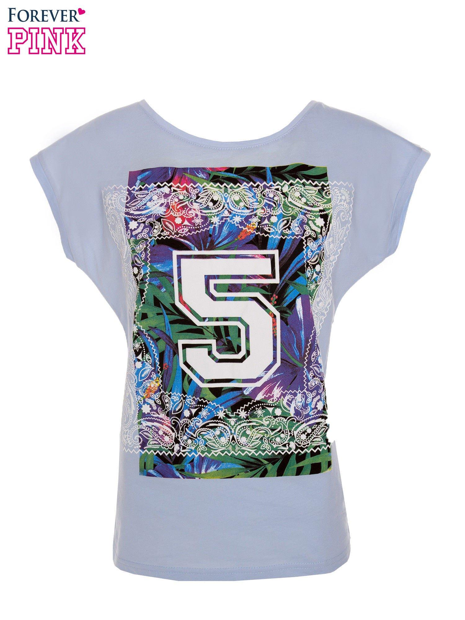 Niebieski t-shirt hipster z numerkiem                                  zdj.                                  1