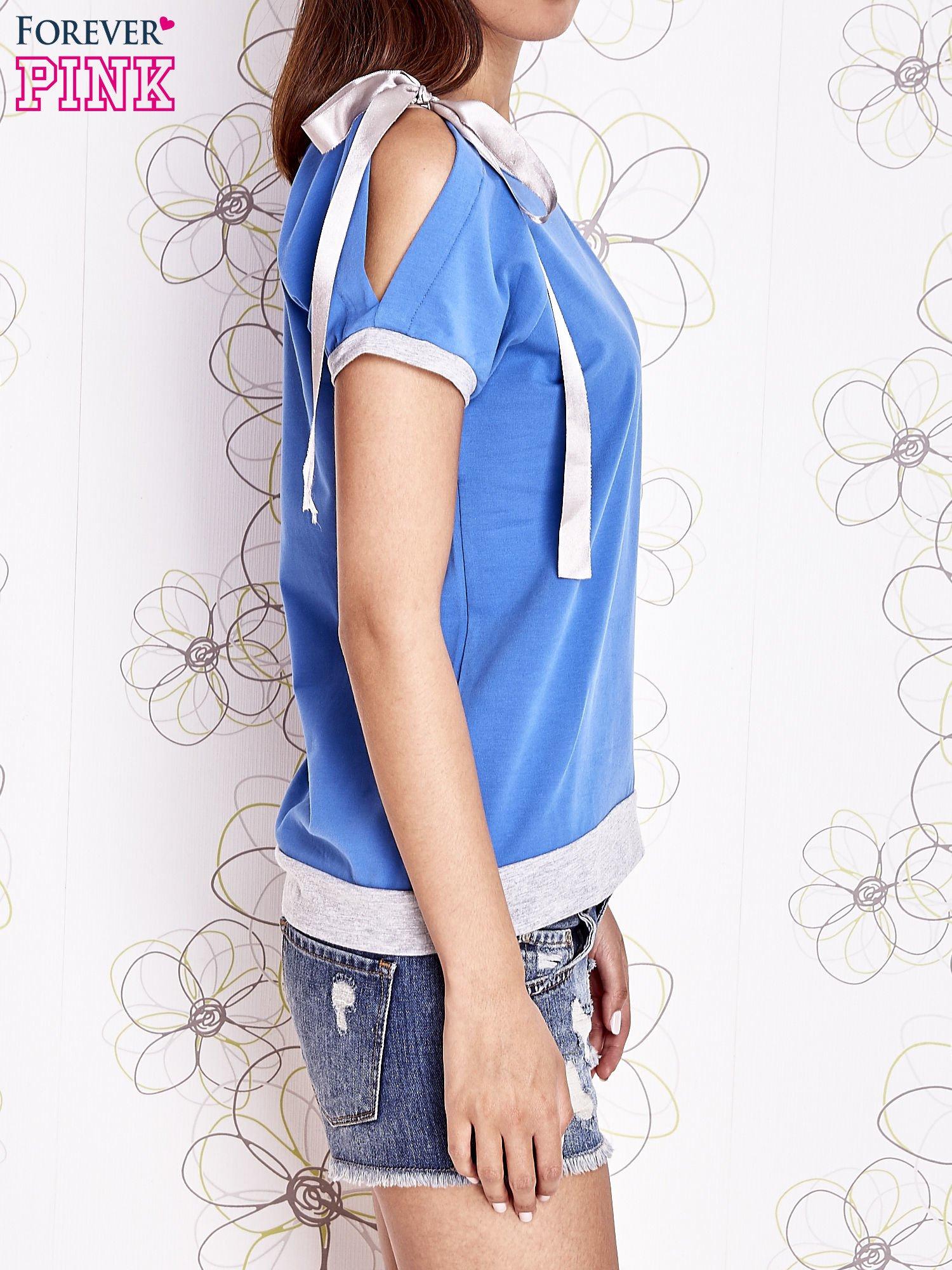 Niebieski t-shirt z kokardą                                  zdj.                                  3