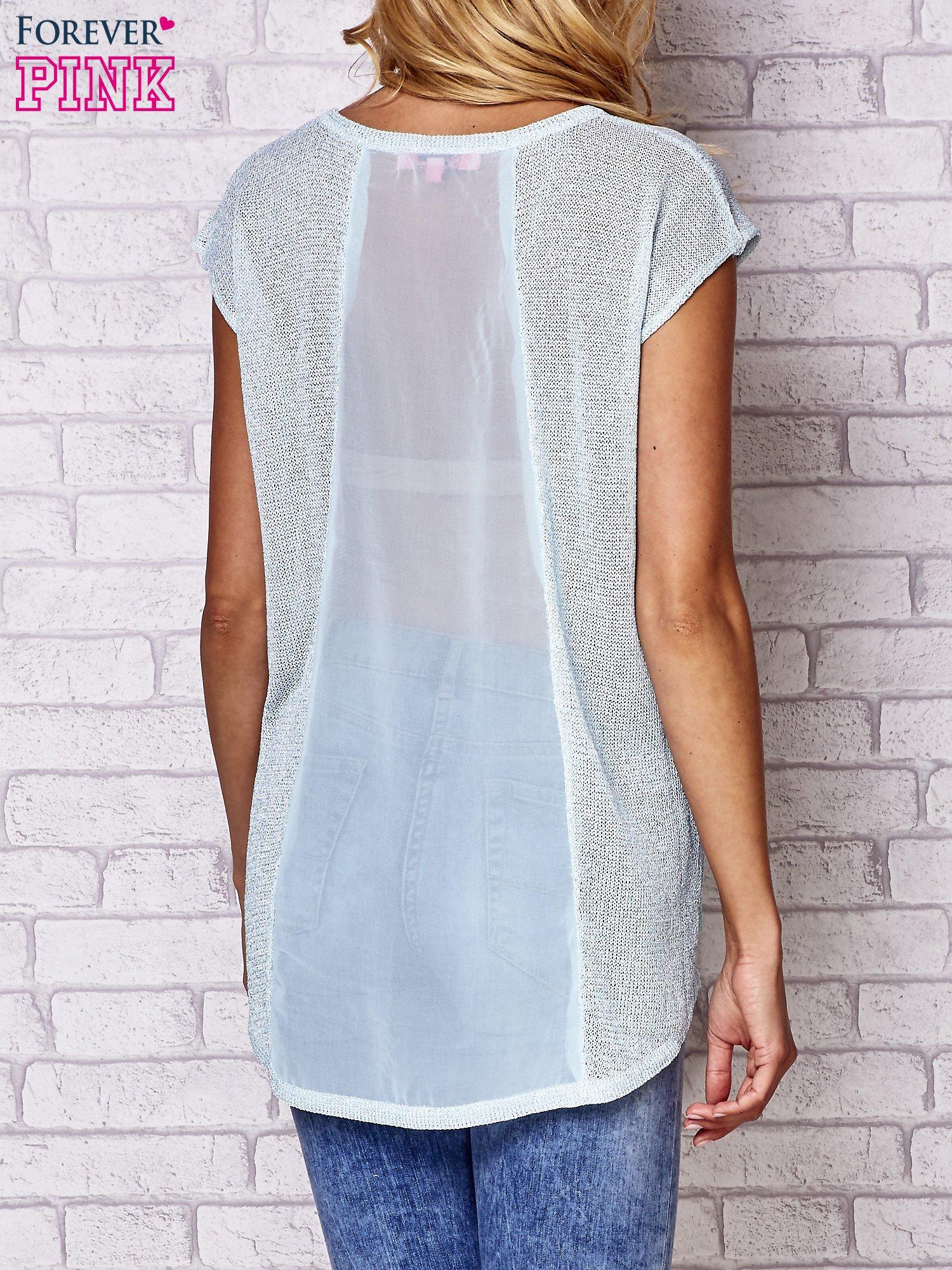 Niebieski t-shirt z nadrukiem motyla                                  zdj.                                  5