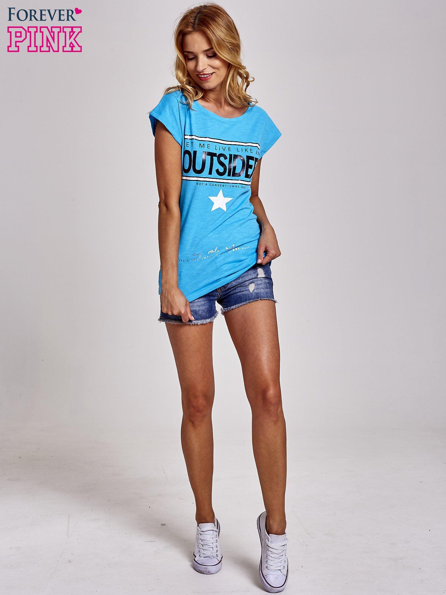 Niebieski t-shirt z napisem OUTSIDER                                  zdj.                                  2