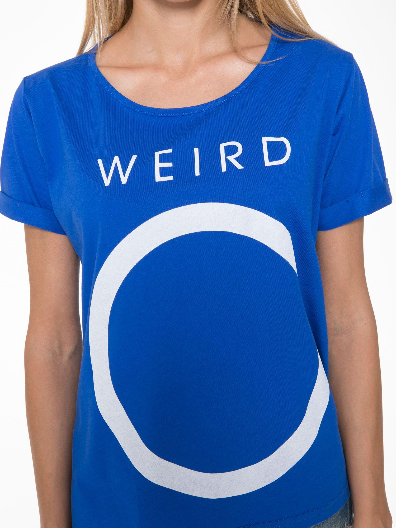 Niebieski t-shirt z napisem WEIRD                                  zdj.                                  7