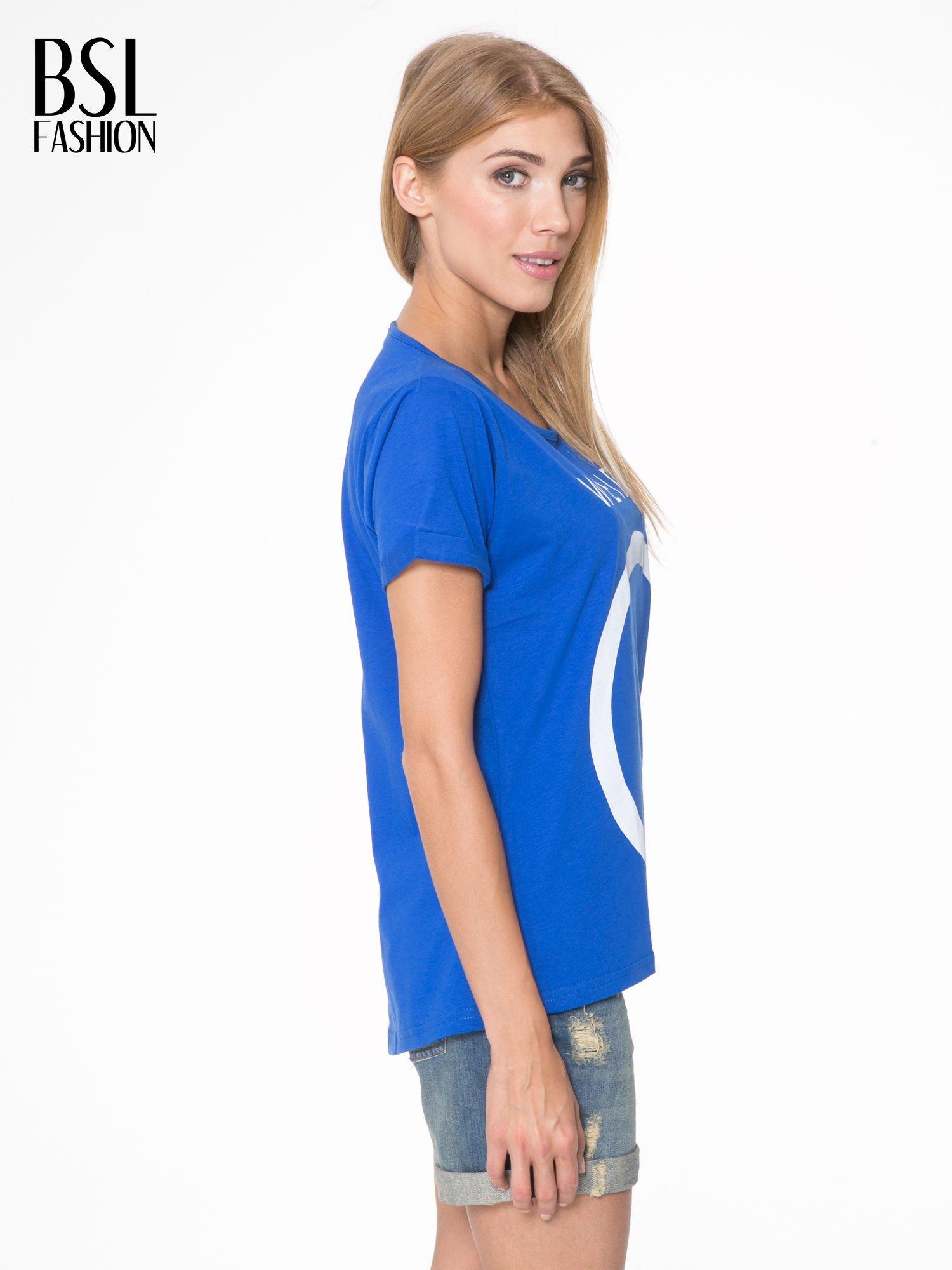 Niebieski t-shirt z napisem WEIRD                                  zdj.                                  3