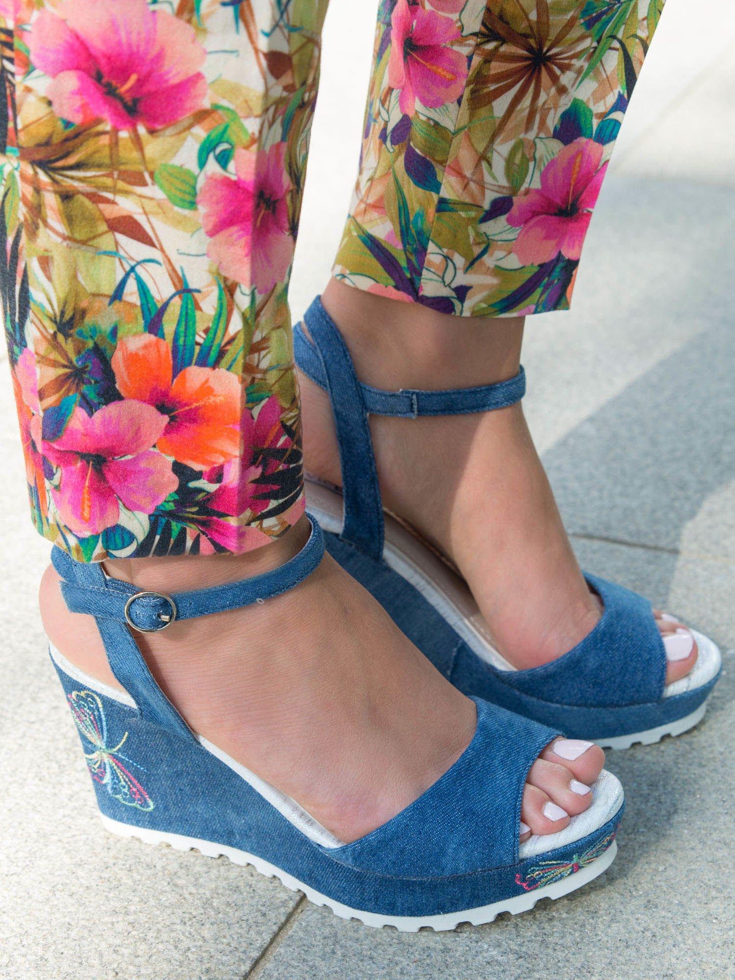 866ad6b07ffe8 1; Niebieskie denim sandały na koturnach z haftowanym motylem zapinane w  kostce ...