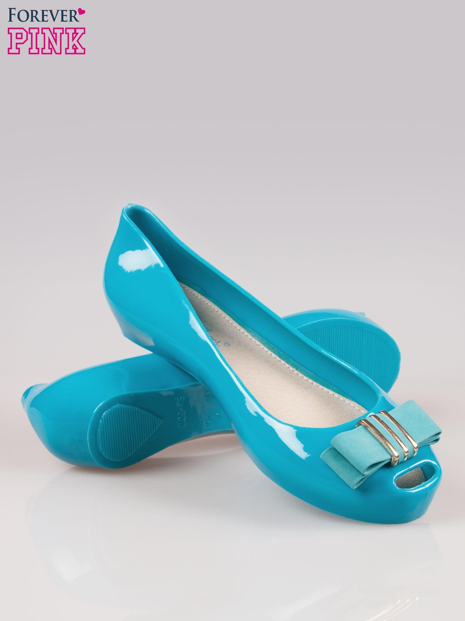 Niebieskie gumowe baleriny na ukrytym koturnie                                  zdj.                                  4
