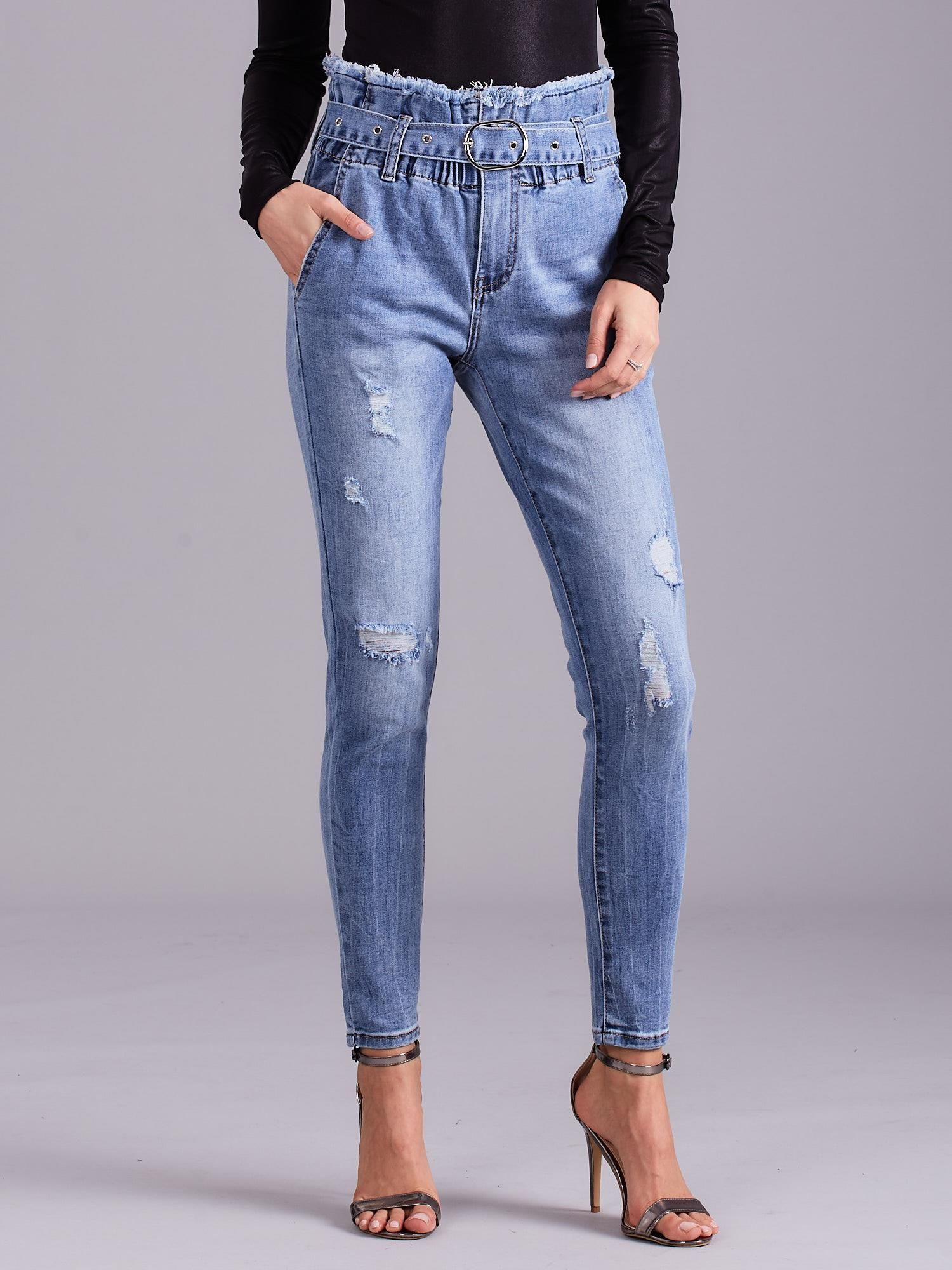 d84dd274 Niebieskie jeansy z wysokim stanem i paskiem