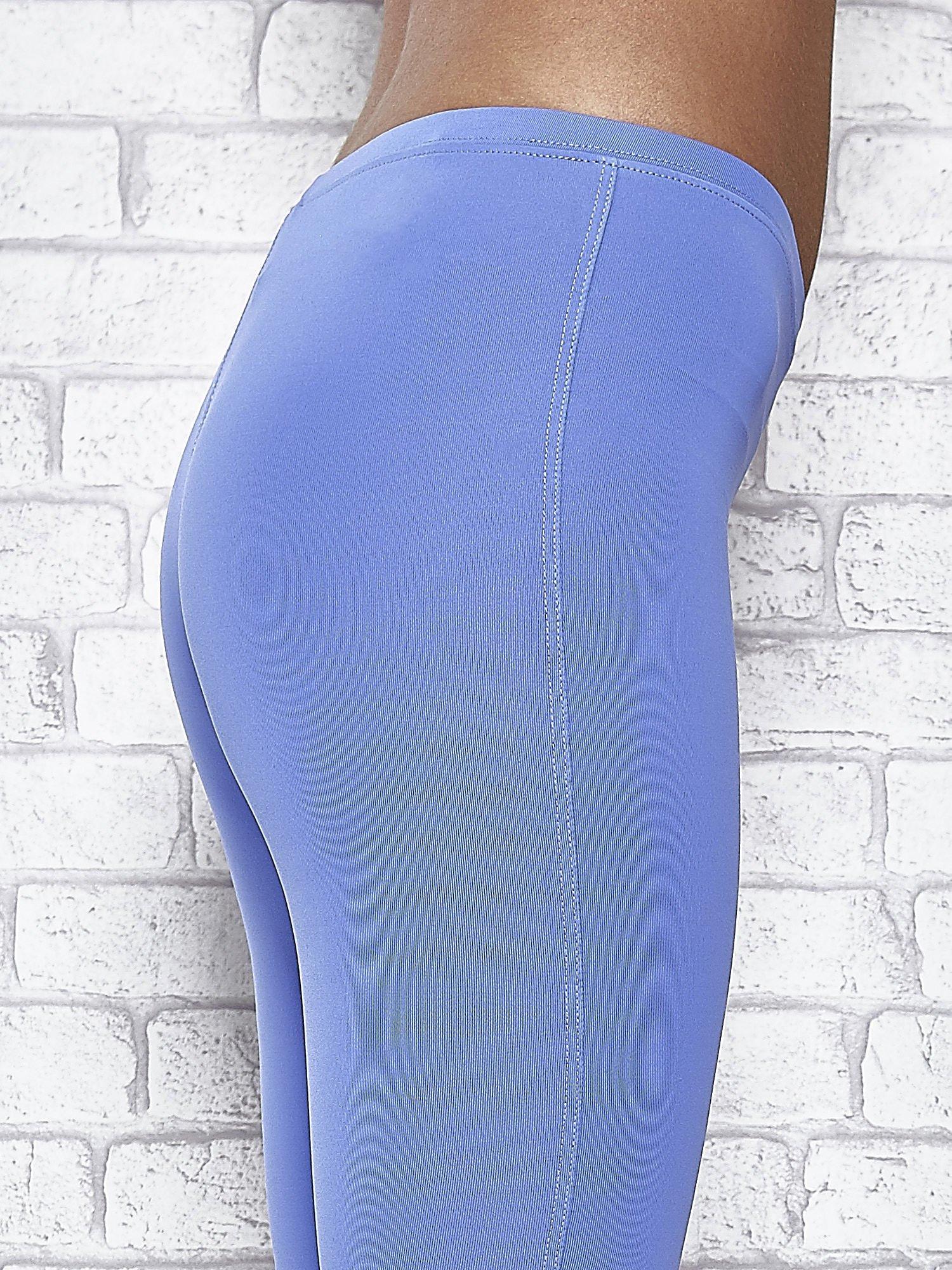 Niebieskie legginsy sportowe termalne z patką z dżetów                                  zdj.                                  7
