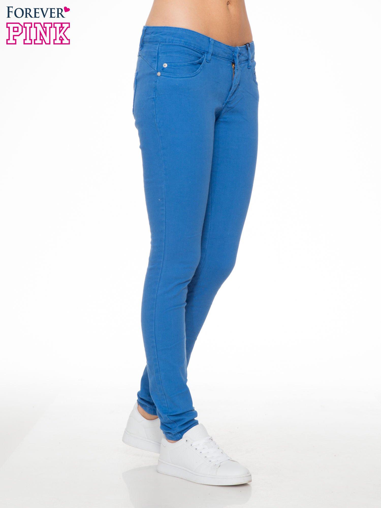 Niebieskie spodnie jeansowe rurki                                  zdj.                                  5