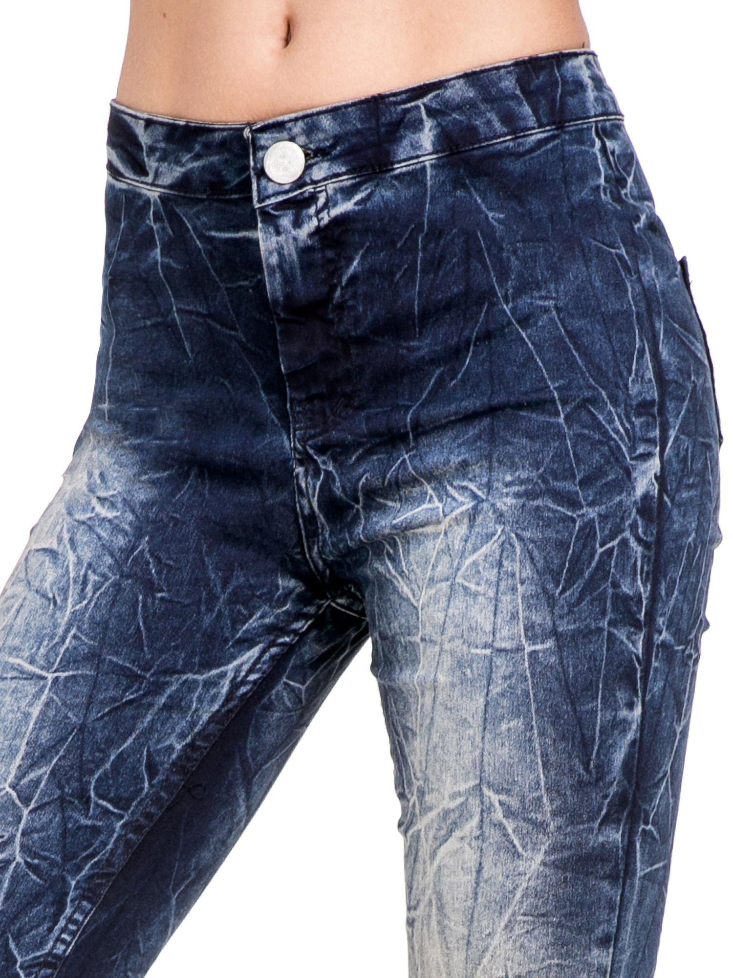 Niebieskie spodnie skinny jeans z efektem destroyed                                  zdj.                                  6