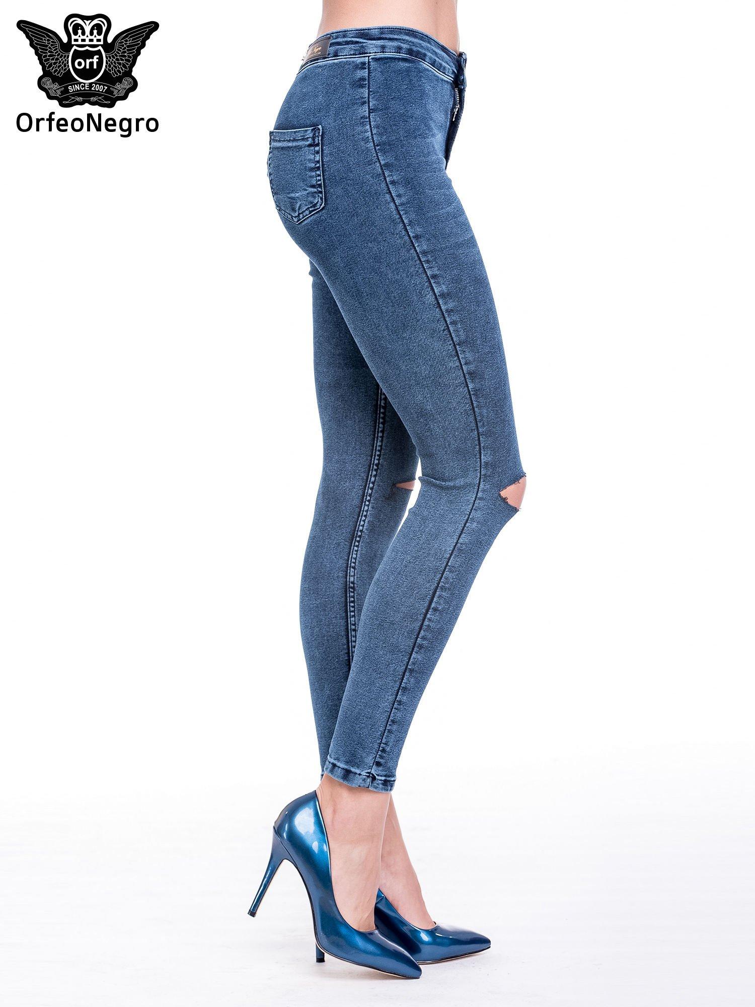 Niebieskie spodnie skinny jeans z wysokim stanem i rozdarciami na kolanach                                  zdj.                                  3
