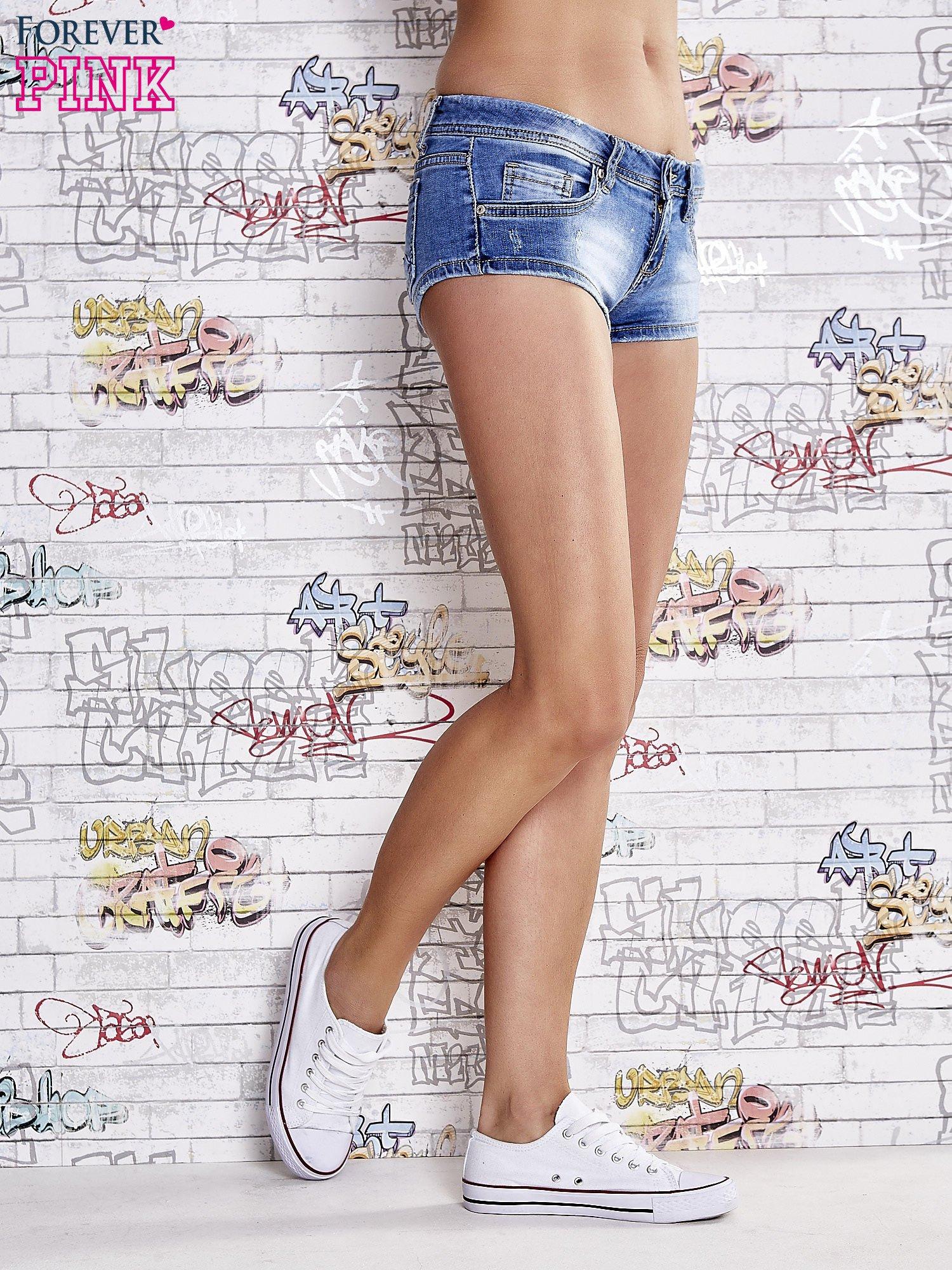 Niebieskie szorty jeansowe o długości mini                                  zdj.                                  4