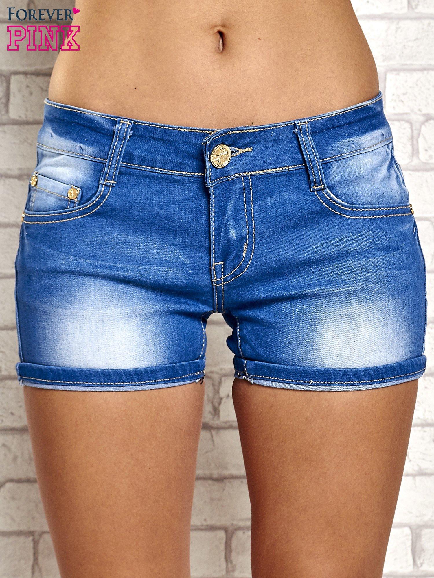 Niebieskie szorty jeansowe z przetarciami                                  zdj.                                  1