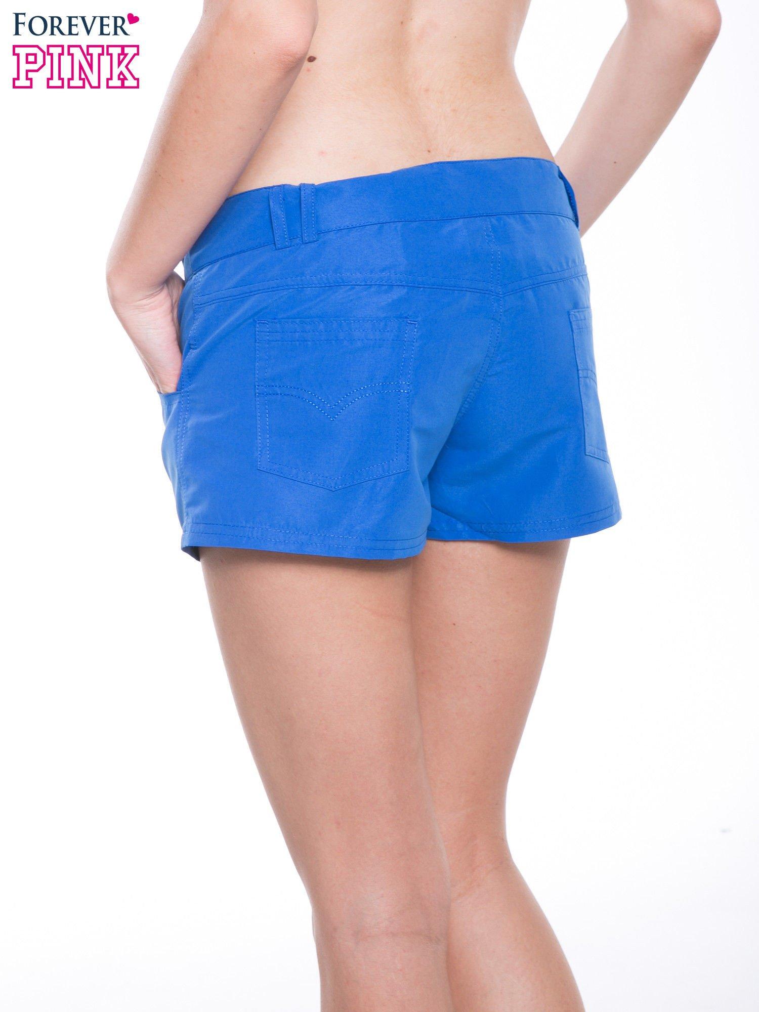 Niebieskie szorty plażowe wiązane w pasie                                  zdj.                                  8