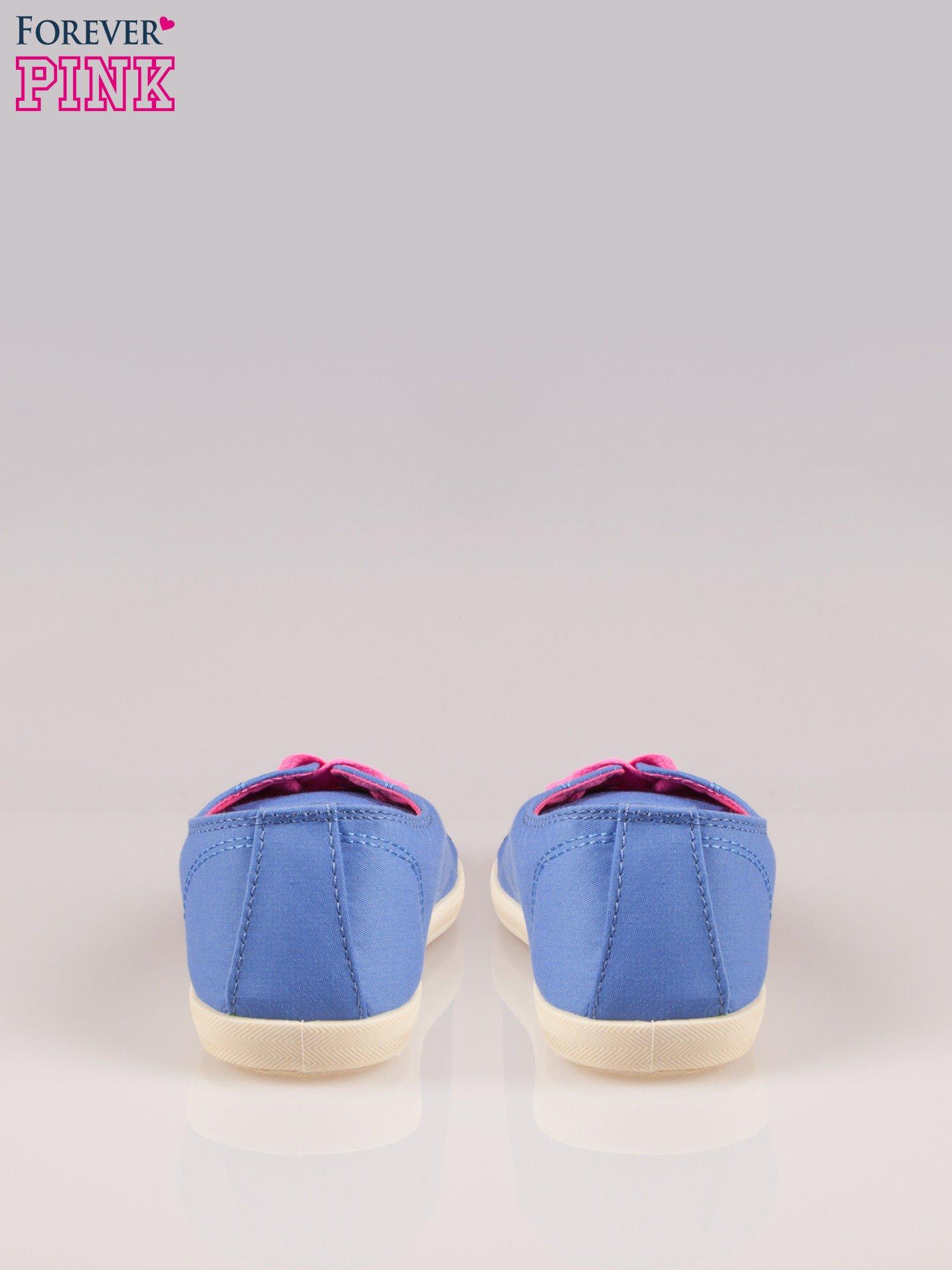 Niebieskie tenisówki damskie z różowymi sznurówkami                                  zdj.                                  3