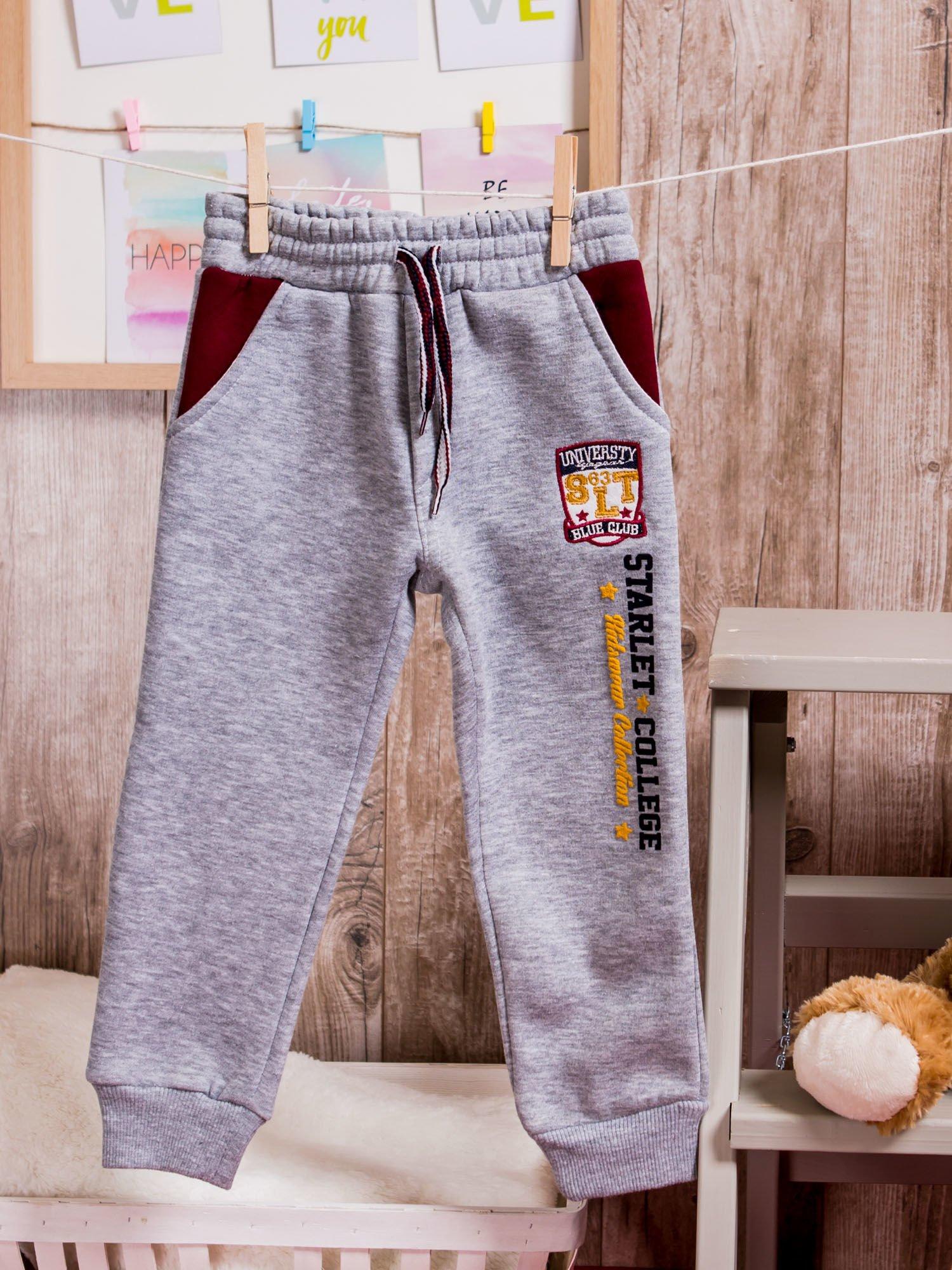 2b0cb8bd Ocieplane spodnie dresowe dziecięce z naszywką szare