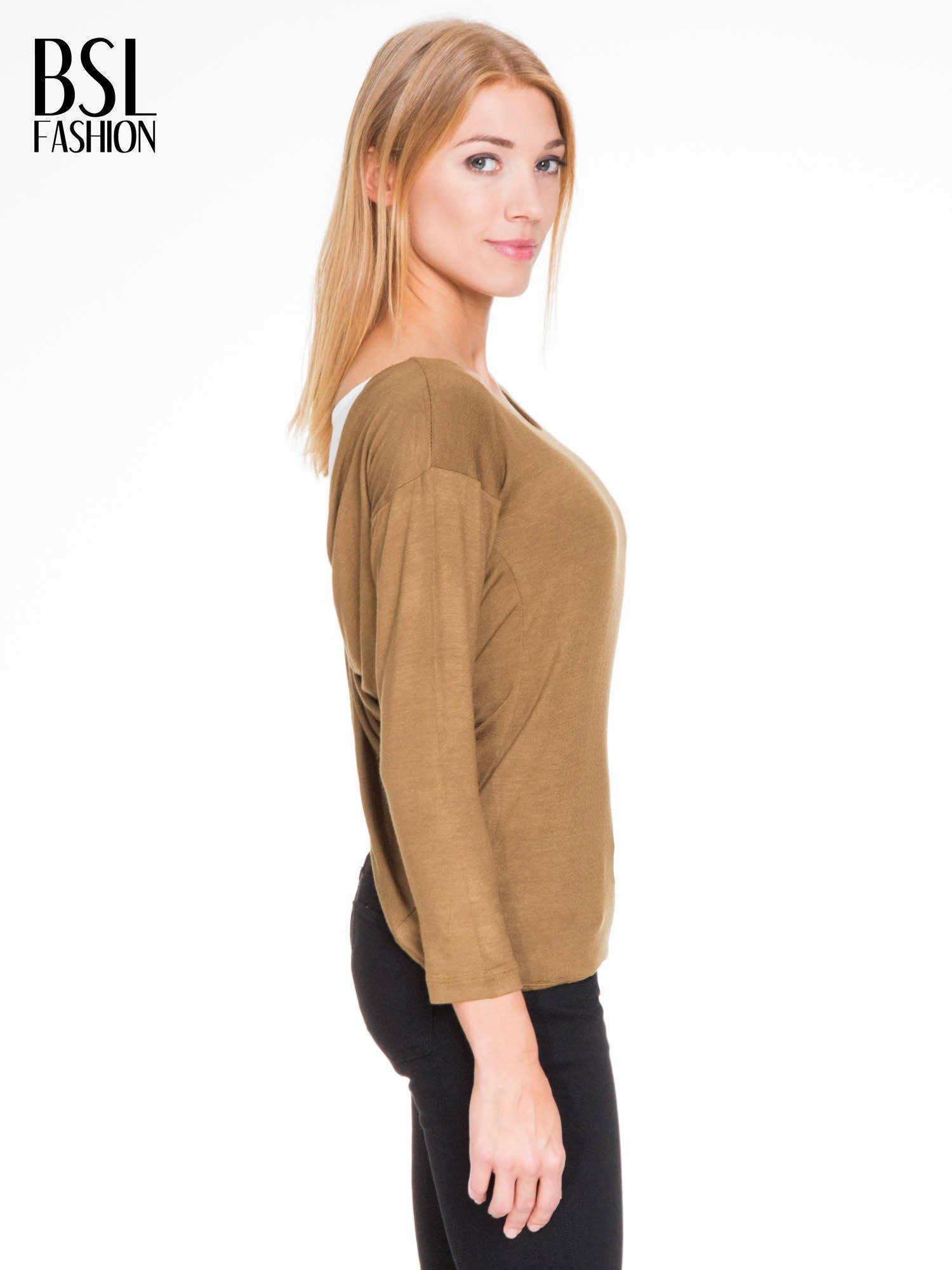 Oliwkowa bluzka z kopertowym dekoltem na plecach                                  zdj.                                  5