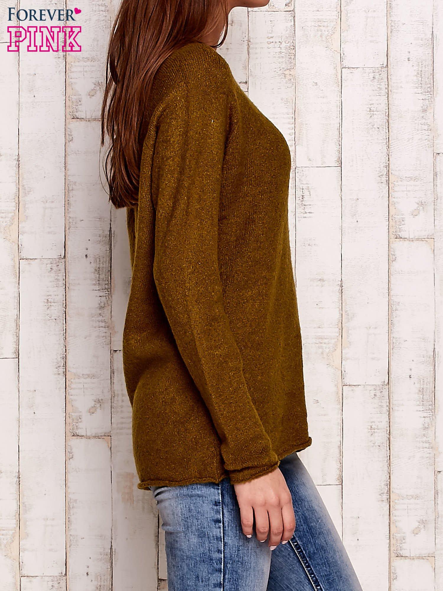 Oliwkowy dzianinowy sweter                                   zdj.                                  3