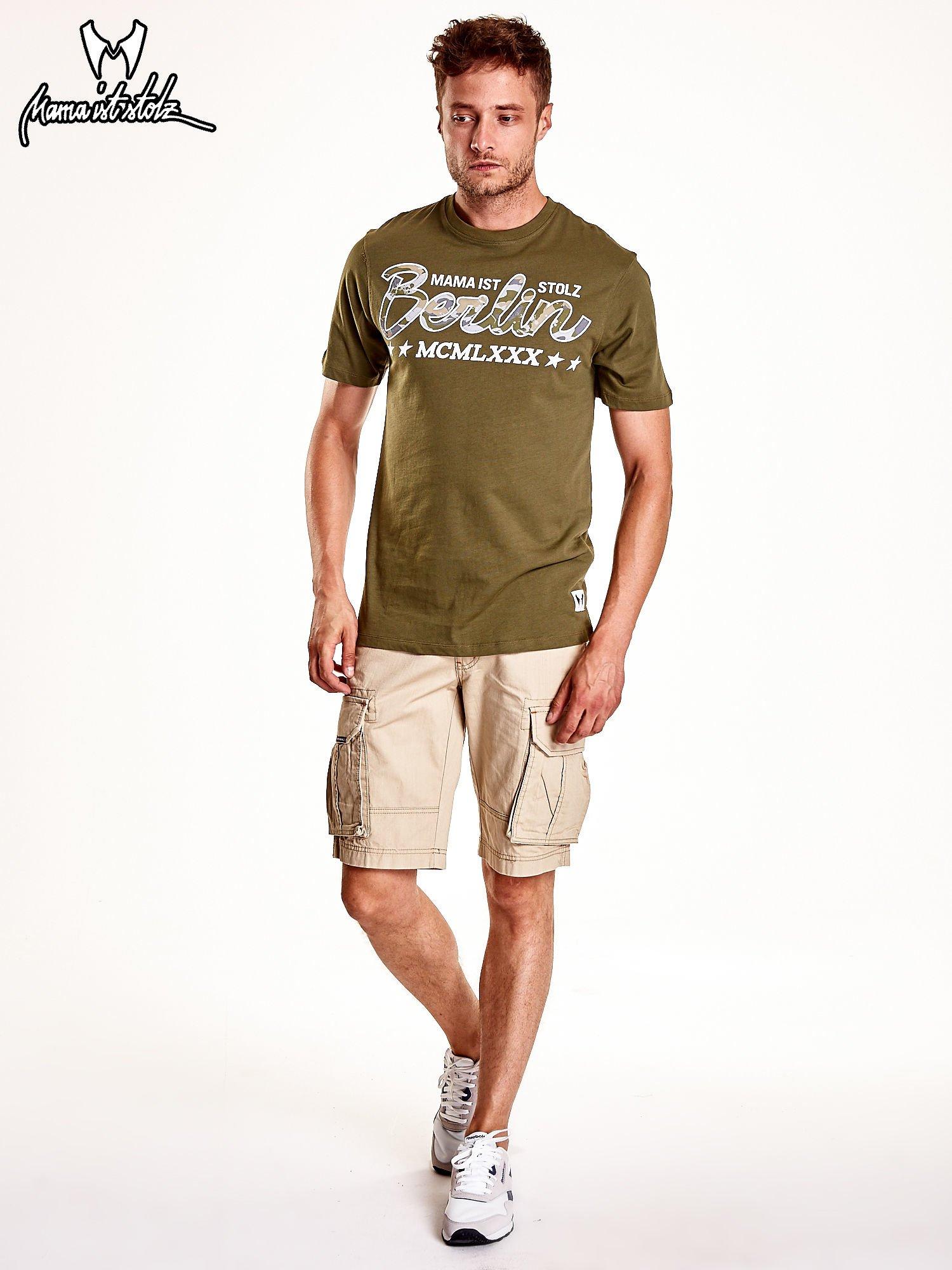 Oliwkowy t-shirt męski z nadrukiem moro                                  zdj.                                  3