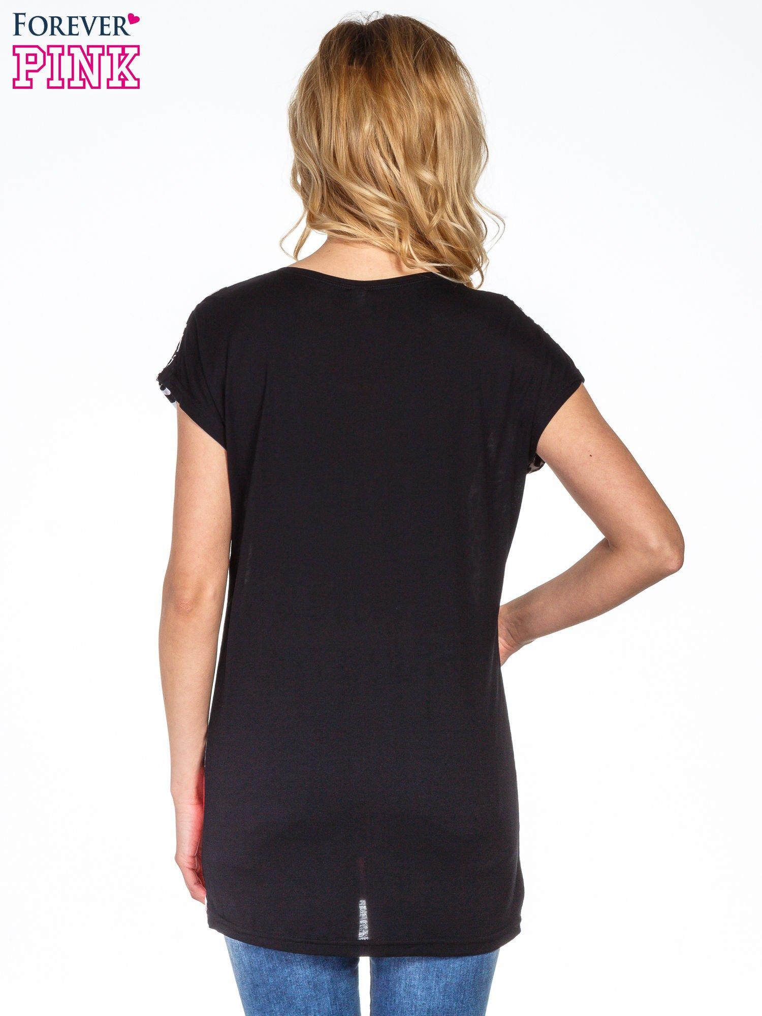 Panterkowy t-shirt z nadrukiem kwiatów                                  zdj.                                  4