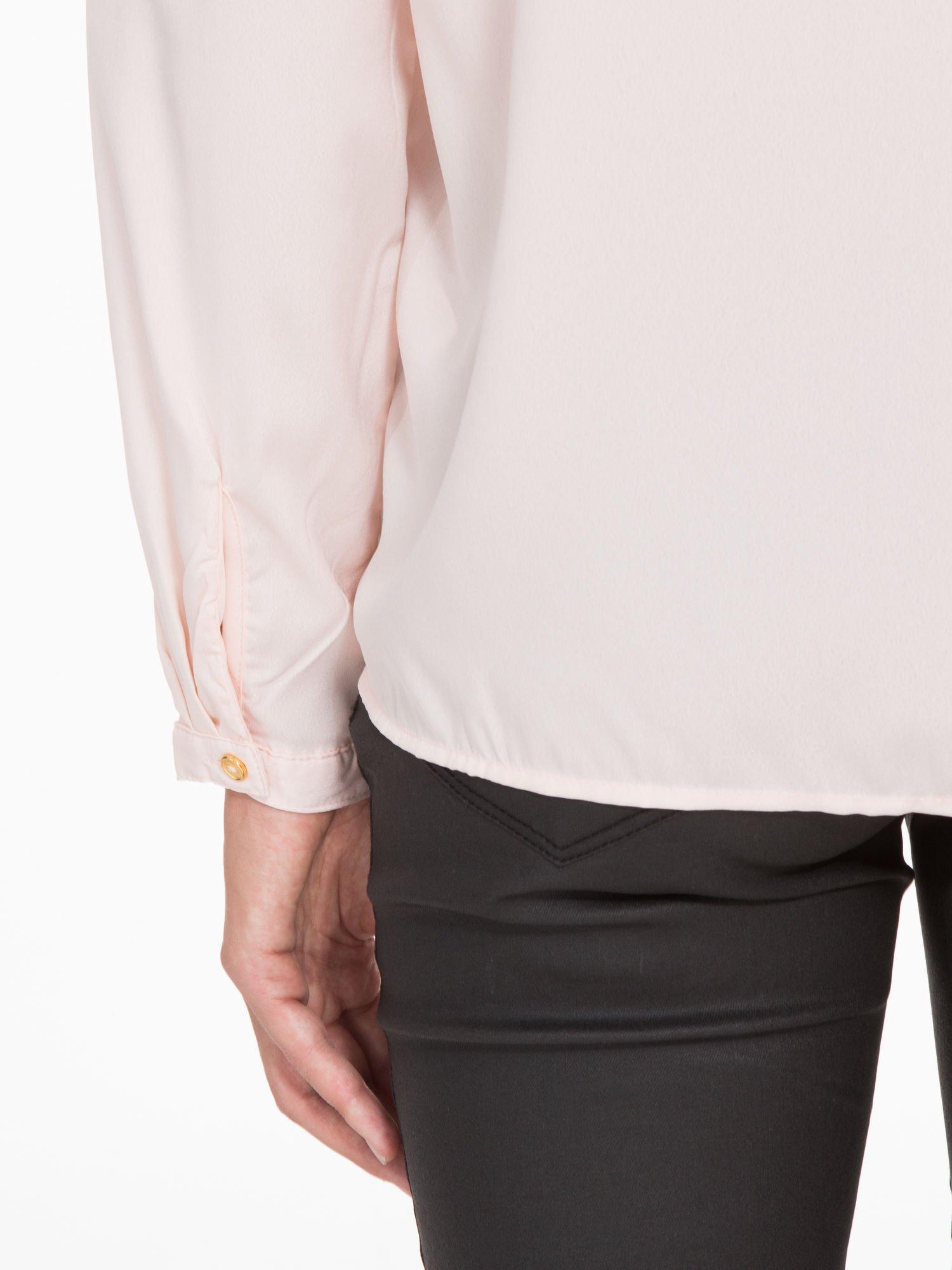 Pasteloworóżowa koszula z kontrastową listwą                                  zdj.                                  10