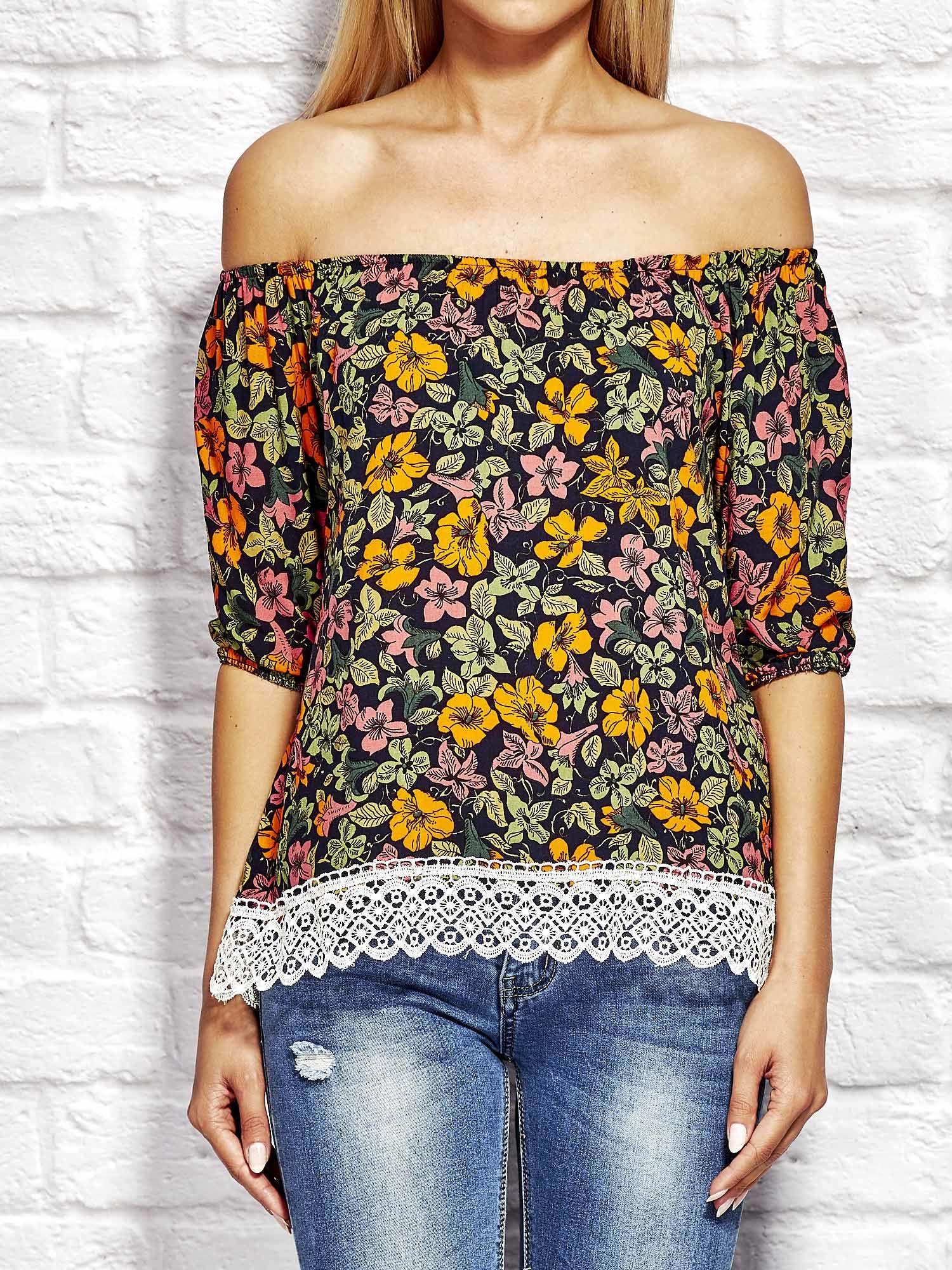 ff54febd5f21 Pomarańczowa bluzka w kolorowe kwiaty - Bluzka wizytowa - sklep ...