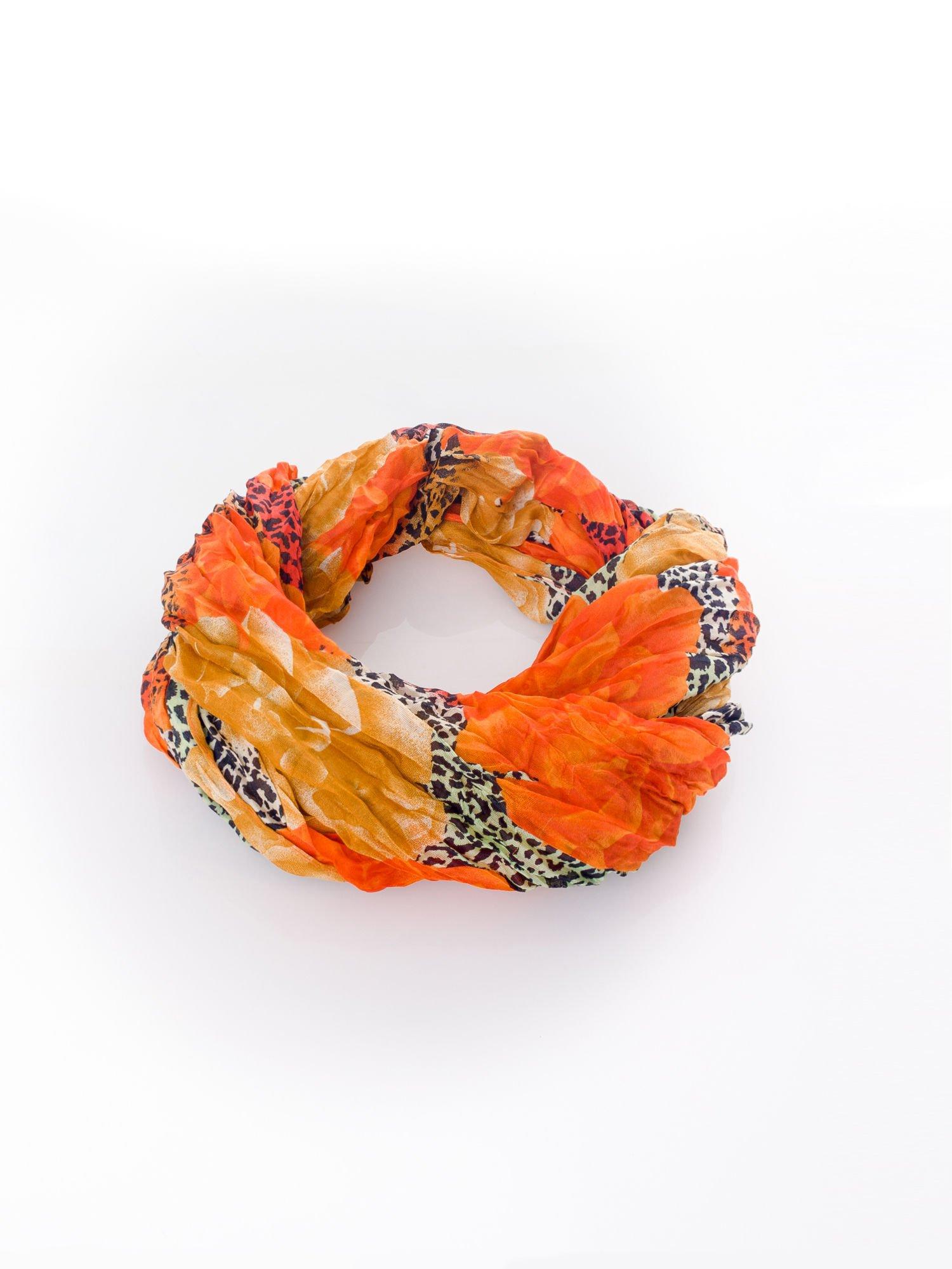 Pomarańczowa chusta z motywem panterki                                  zdj.                                  2