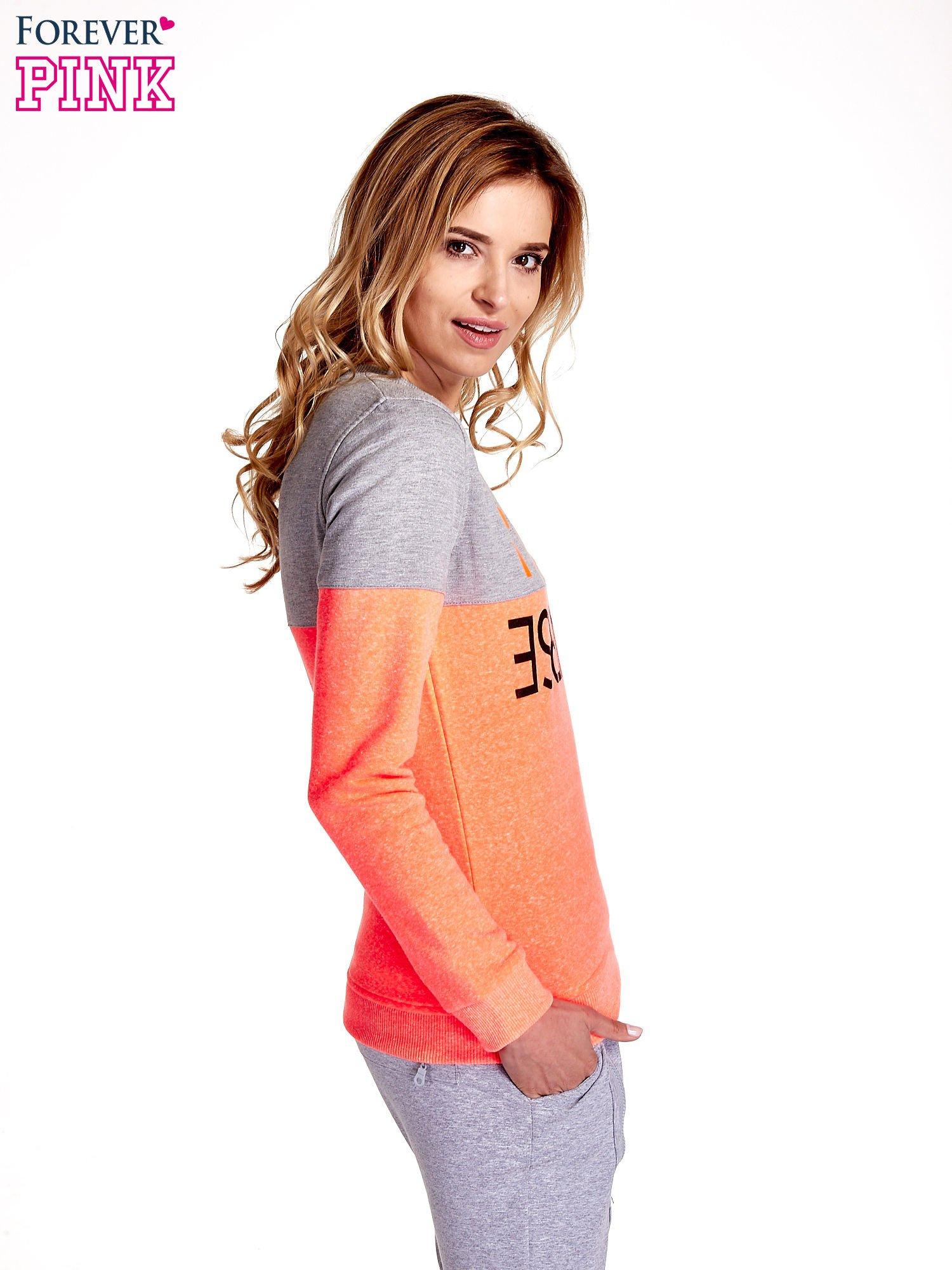 Pomarańczowo-szara bluza z napisem I'M SO ADVERSE                                  zdj.                                  3