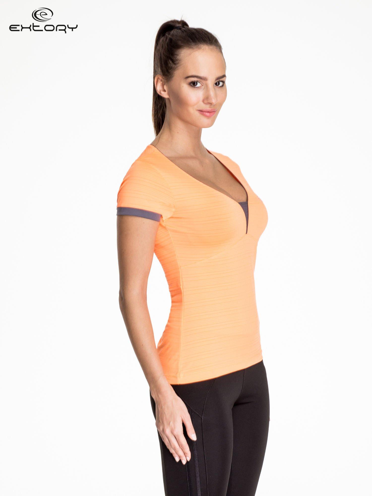 Pomarańczowy damski t-shirt sportowy w paski z lamówką                                  zdj.                                  3