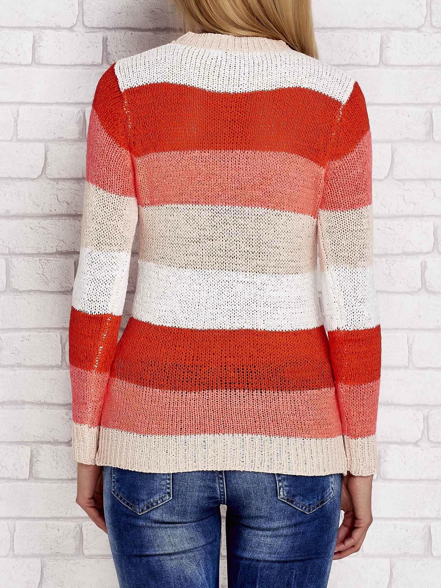Pomarańczowy sweter w kolorowe paski                                  zdj.                                  2