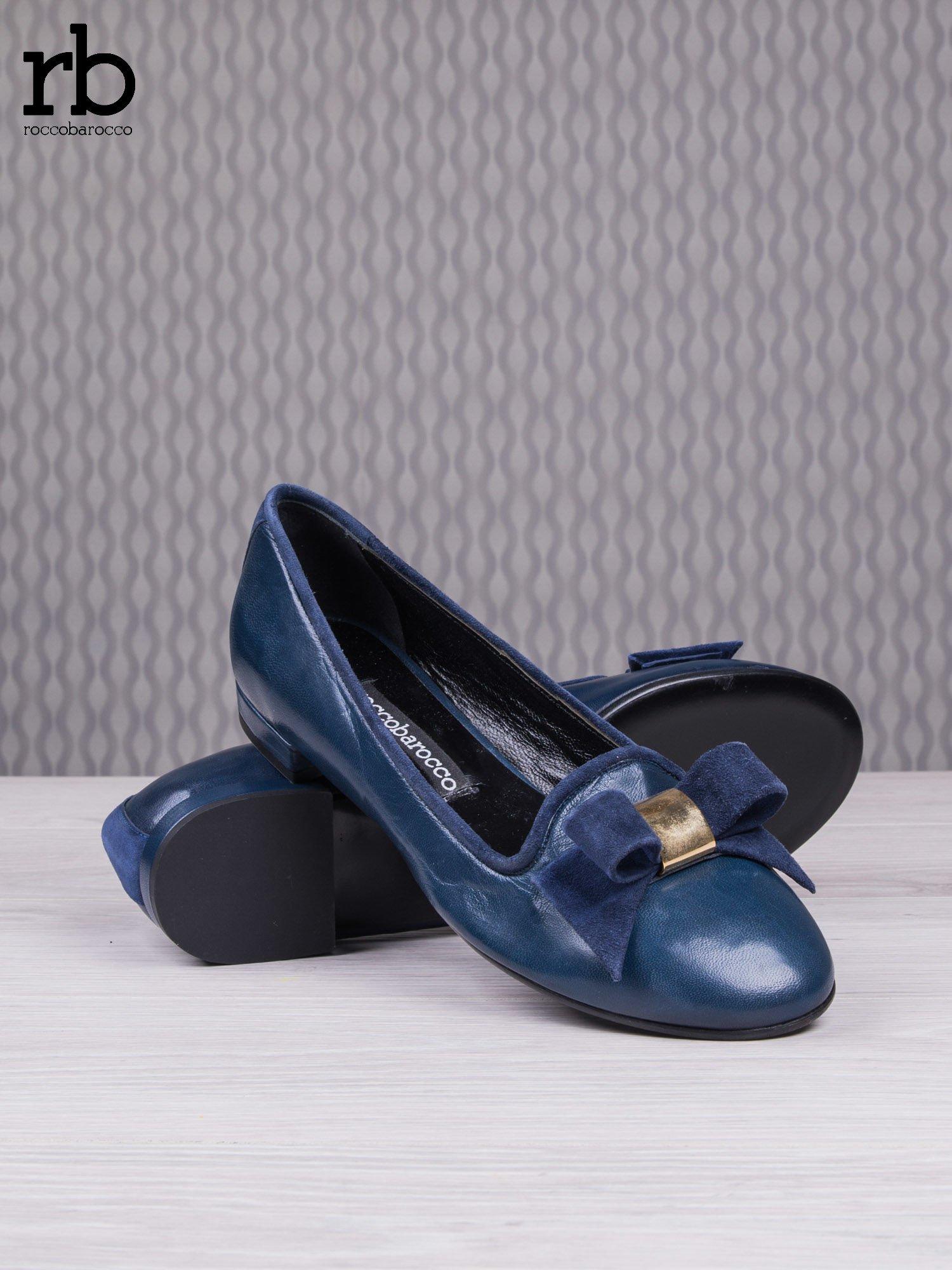 ROCCOBAROCCO Granatowe balerinki true leather skórzane z kokardką z zamszu                                  zdj.                                  4