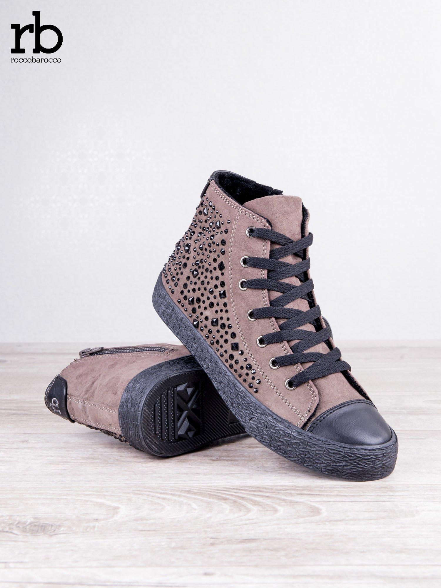 ROCCOBAROCCO brązowe zamszowe sneakersy true suede z czarnymi błyszczącymi kamieniami                                  zdj.                                  4