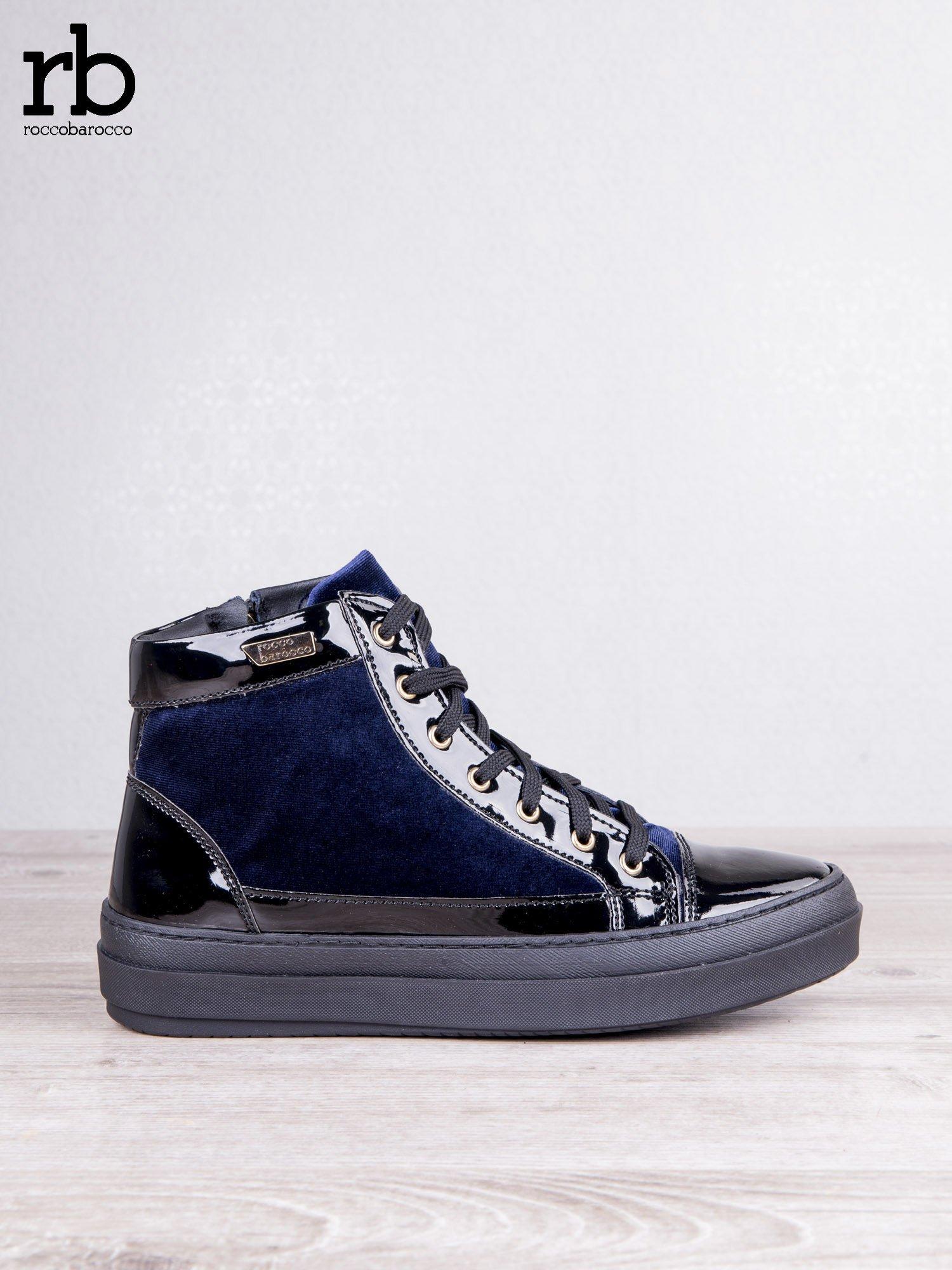 ROCCOBAROCCO granatowe welurowe sneakersy dual style z lakierowanymi wstawkami                                   zdj.                                  2