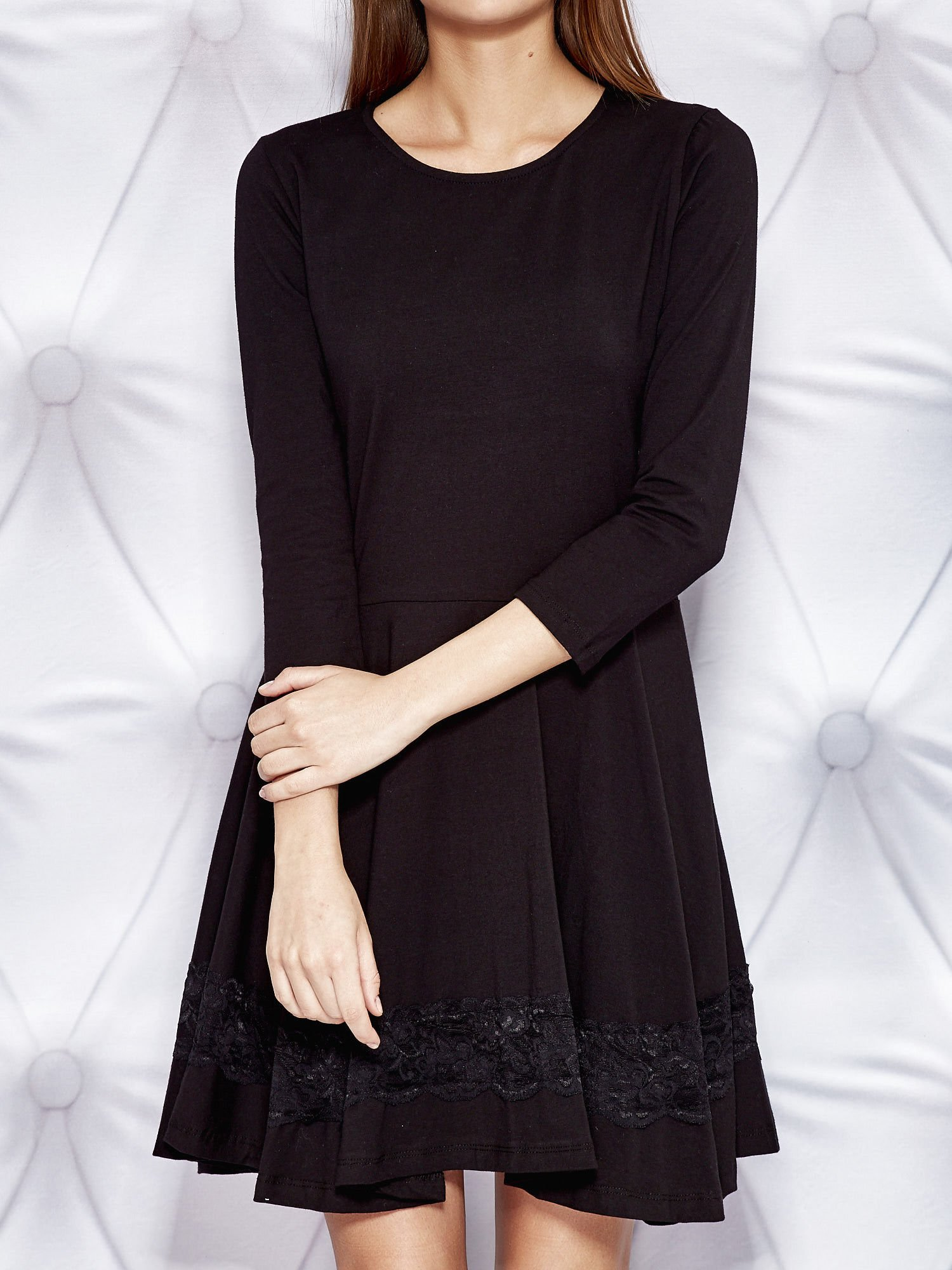 1ead84ded8 Rozkloszowana sukienka dresowa z koronkową wstawką czarna - Sukienka ...