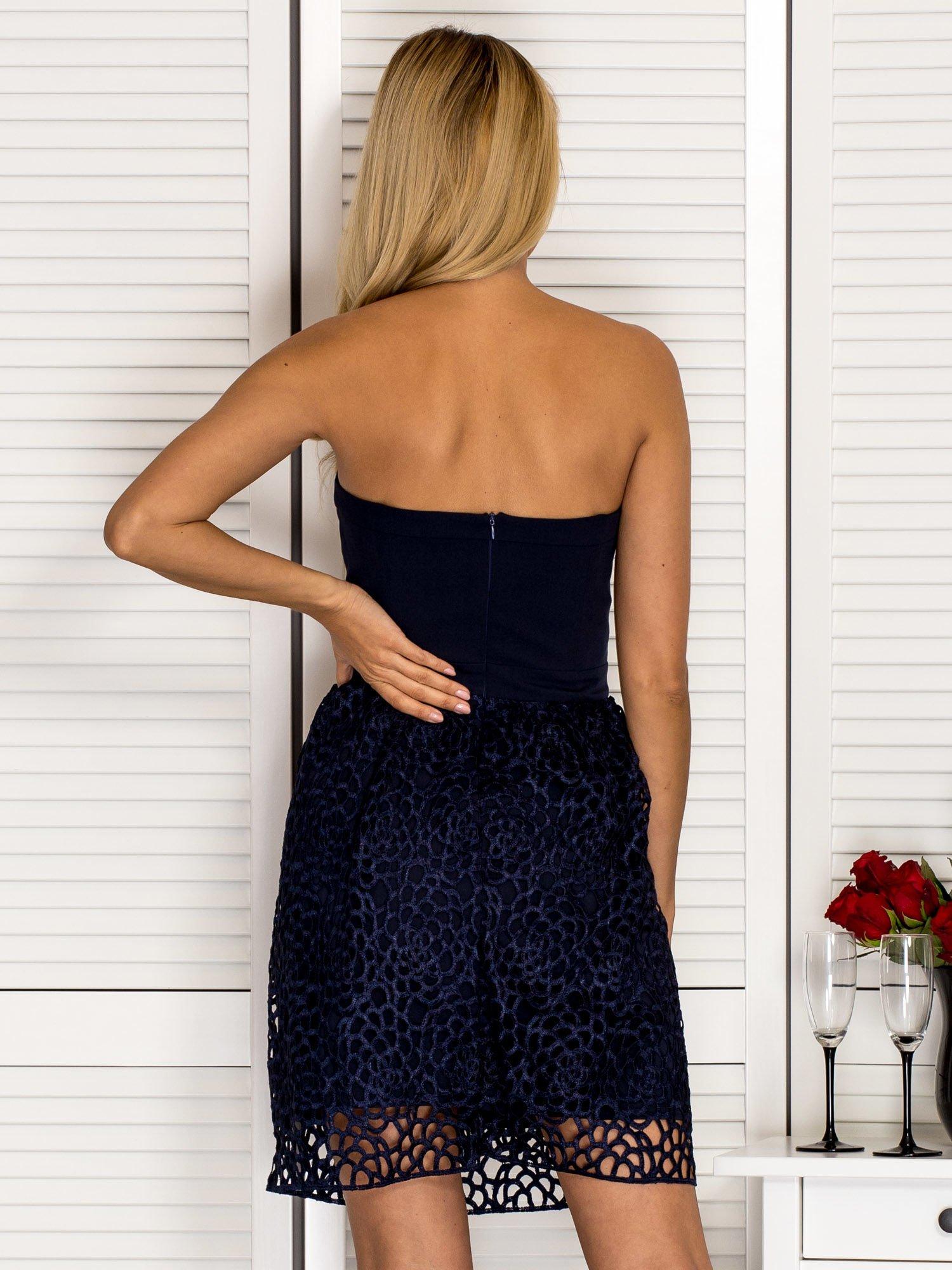 de5b3f05fd Rozkloszowana sukienka gorsetowa z koronką granatowa - Sukienka koktajlowa  - sklep eButik.pl