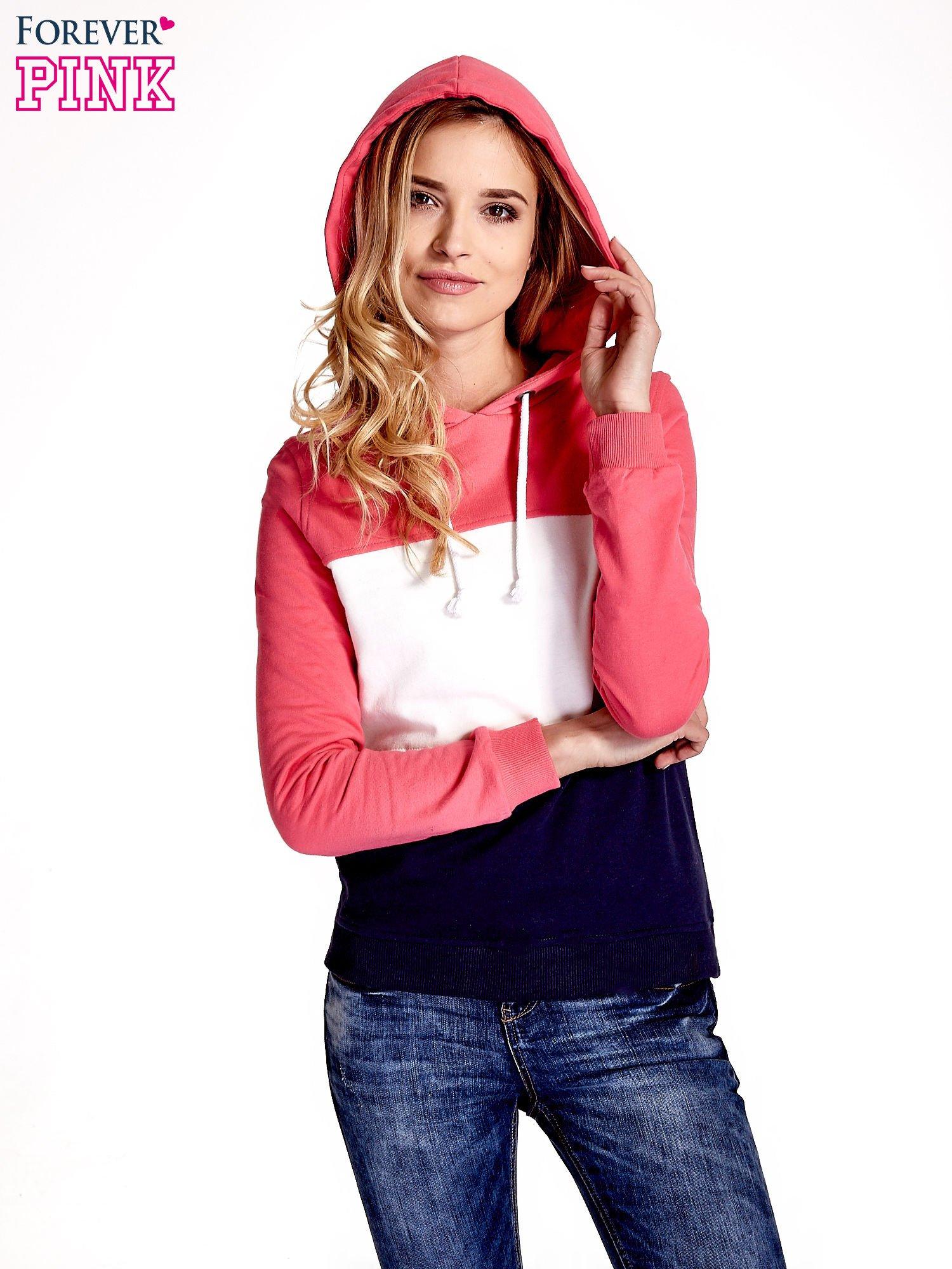 Różowa bluza z kapturem z białym i granatowym wykończeniem                                  zdj.                                  1