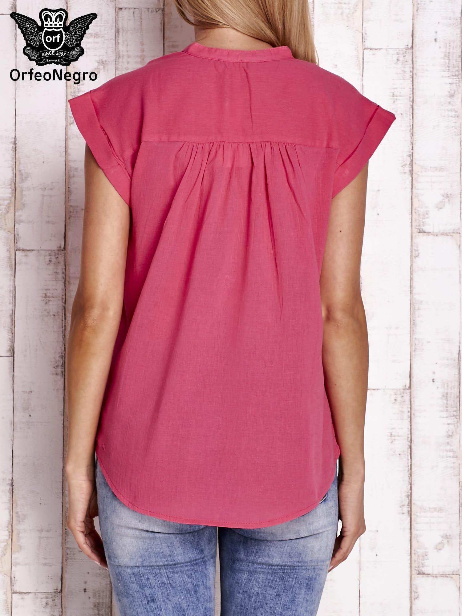 Różowa bluzka koszulowa z ażurowaniem wzdłuż dekoltu                                  zdj.                                  4