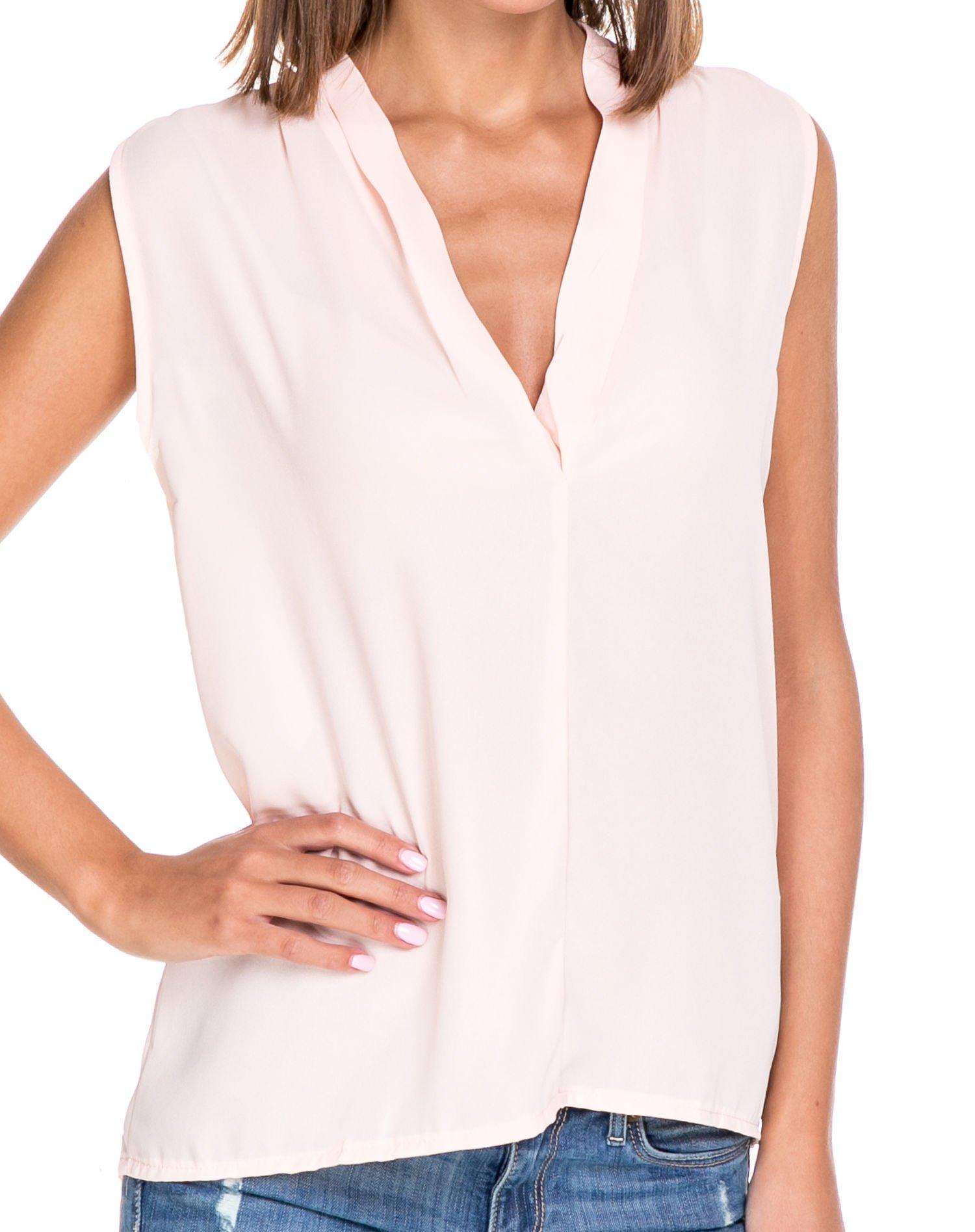 Różowa bluzka koszulowa z dekoltem V-neck                                  zdj.                                  5