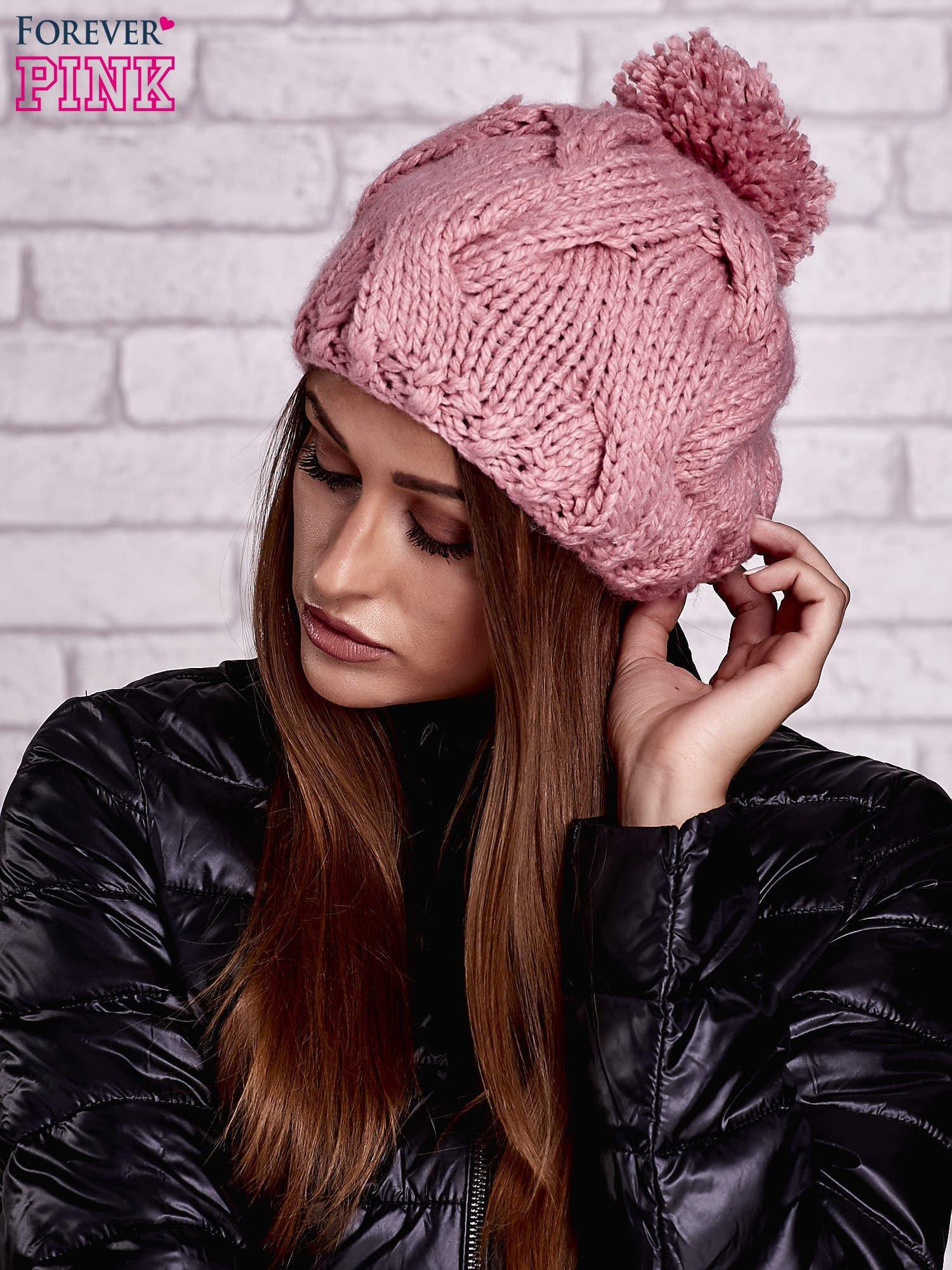 Różowa dziergana czapka z pomponem                                   zdj.                                  1