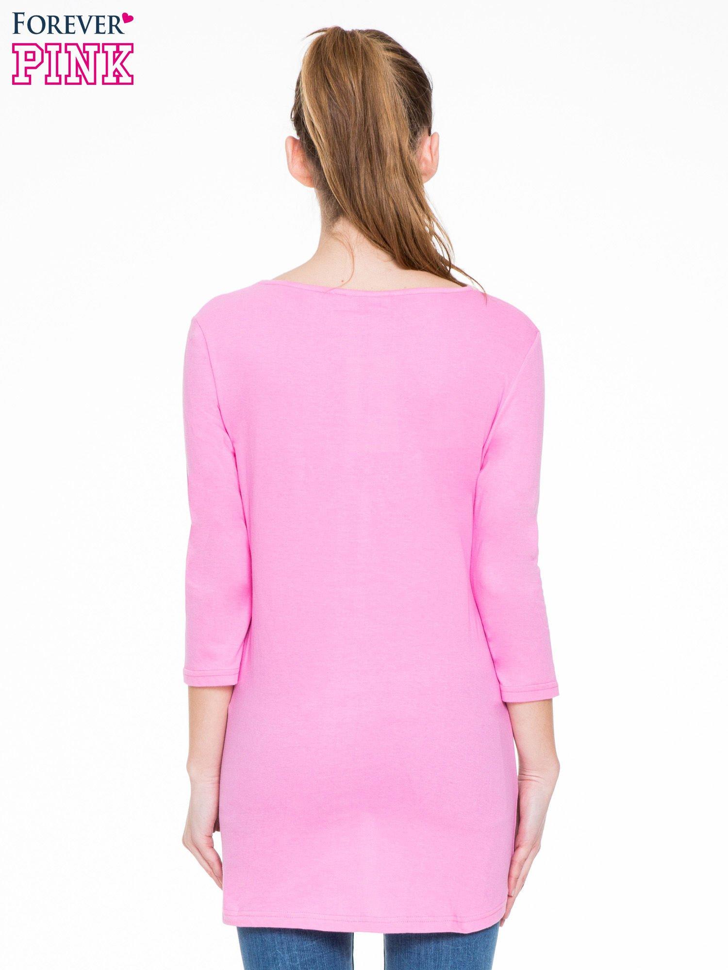 Różowa gładka bluzka z dłuższym tyłem                                  zdj.                                  4