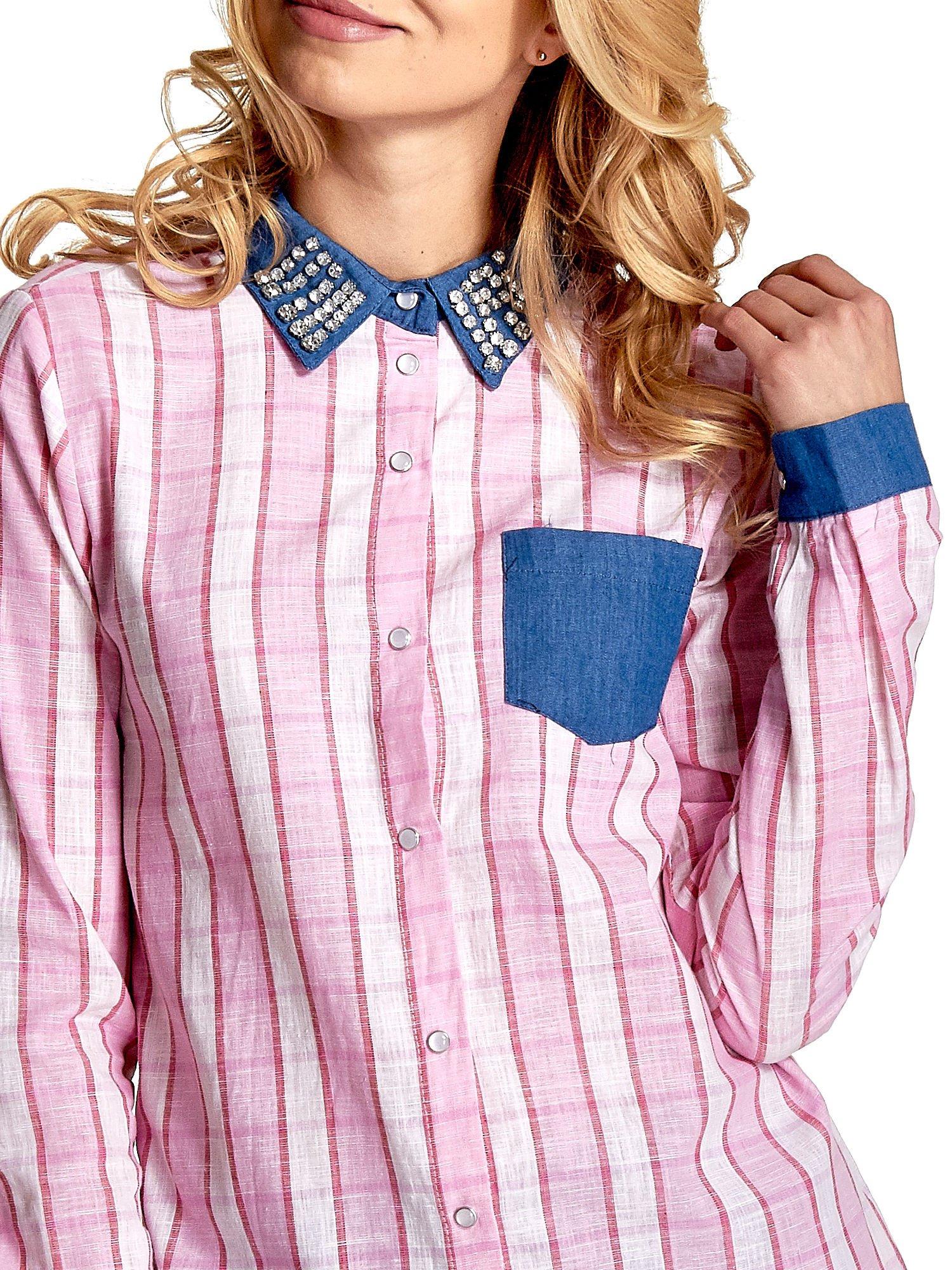 Różowa koszula w kratę z kołnierzykiem, mankietami i kieszonką z ciemnego denimu                                  zdj.                                  6