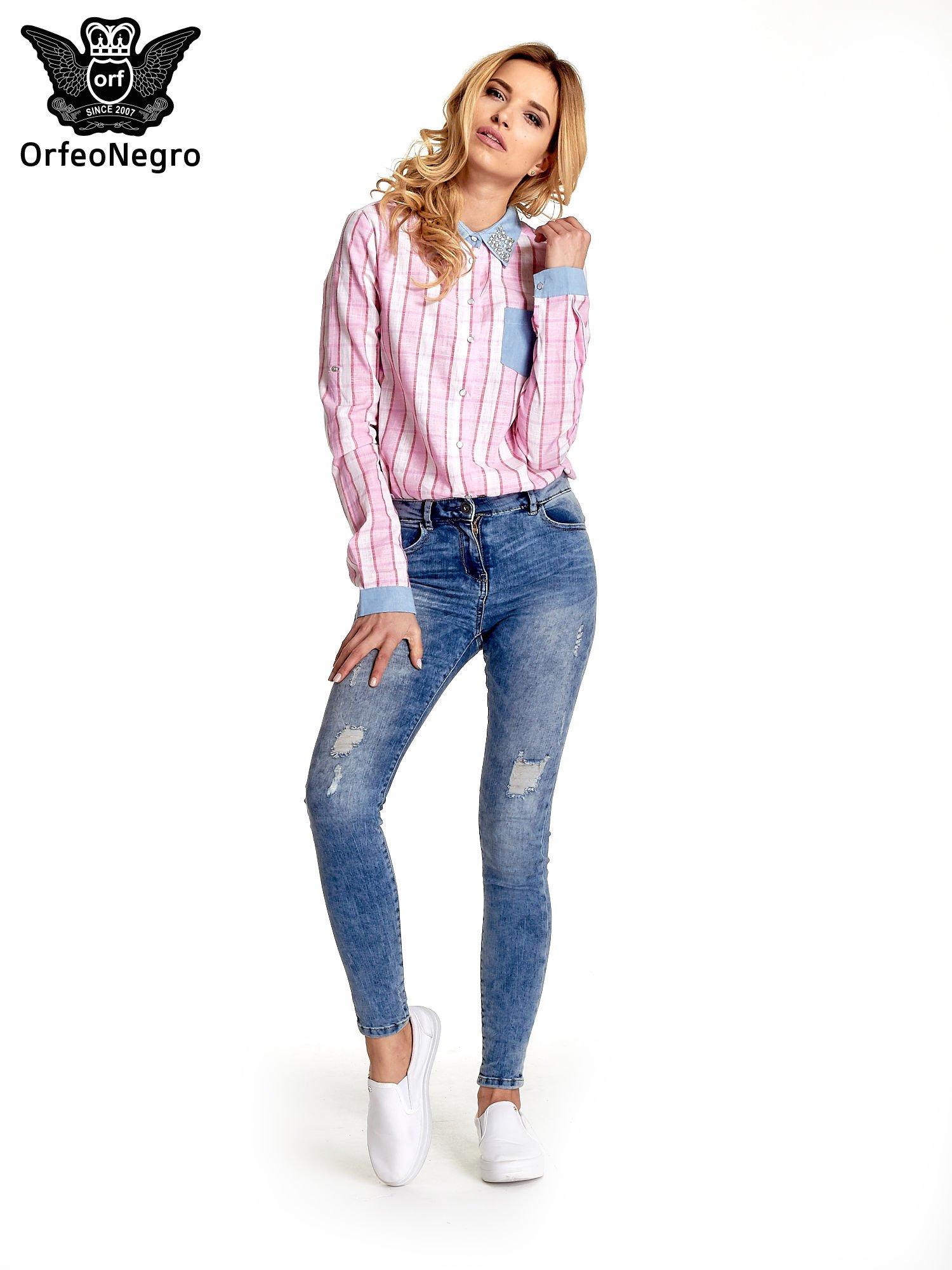 Różowa koszula w pasy z kołnierzykiem, mankietami i kieszonką z jasnego denimu                                  zdj.                                  2